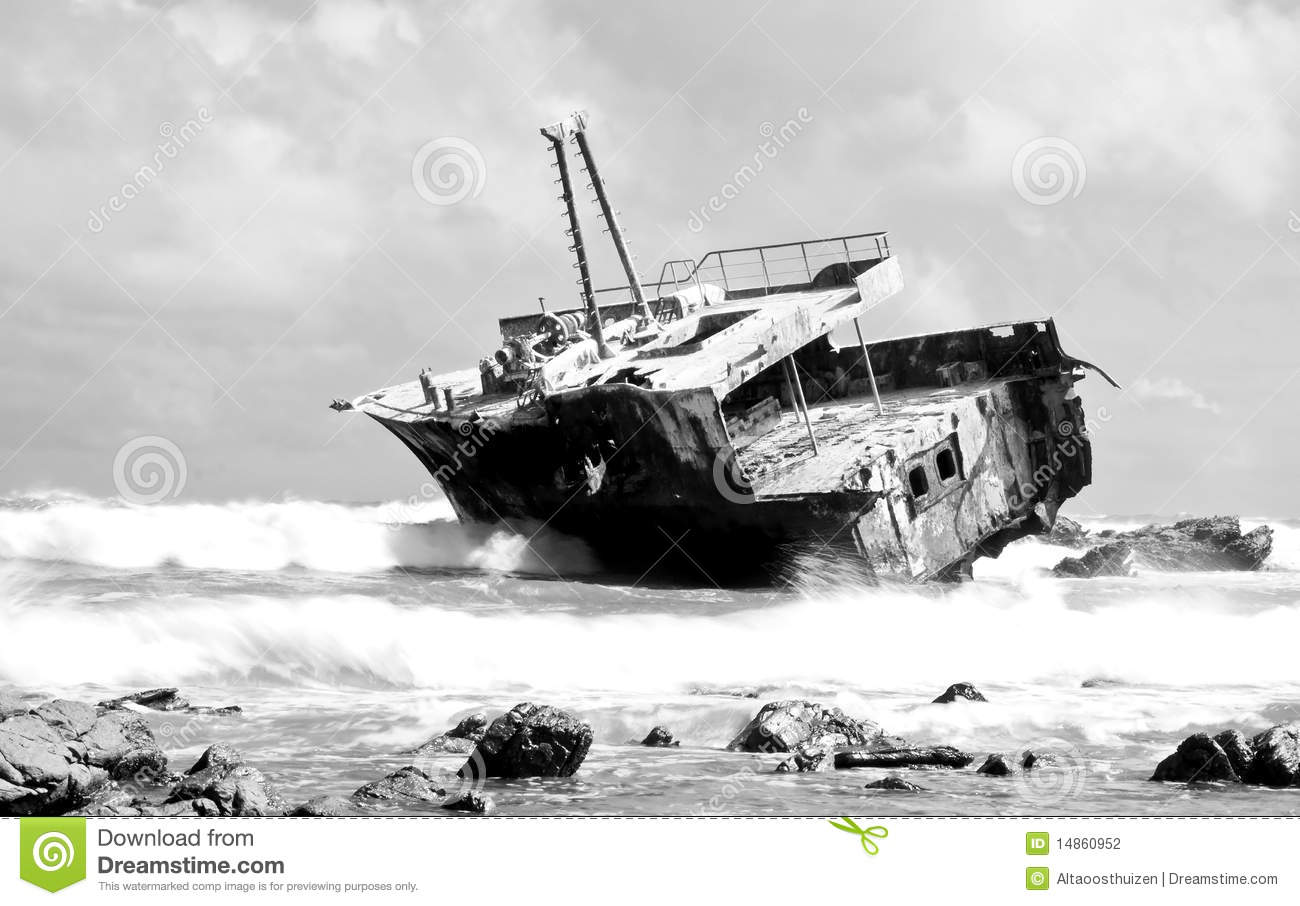 Aghullas shipwreck in black and white