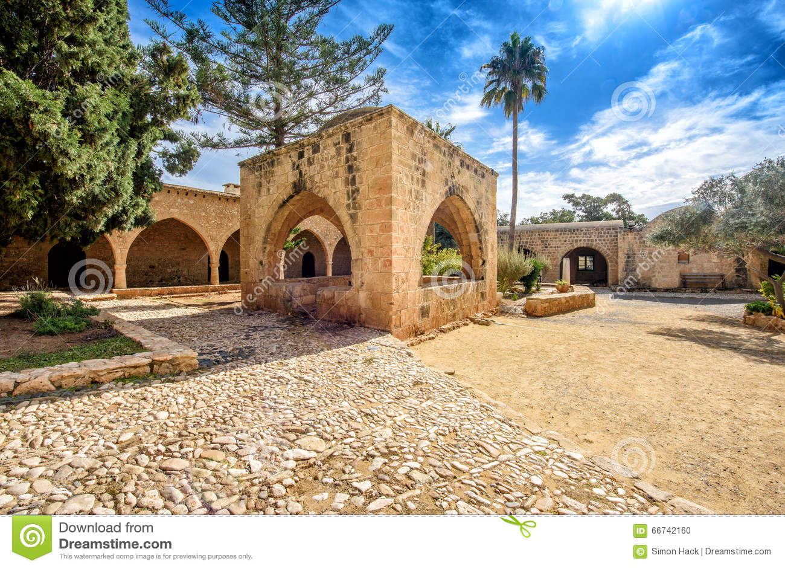 Agia Napa monasteru podwórze wysklepia w Cypr 7