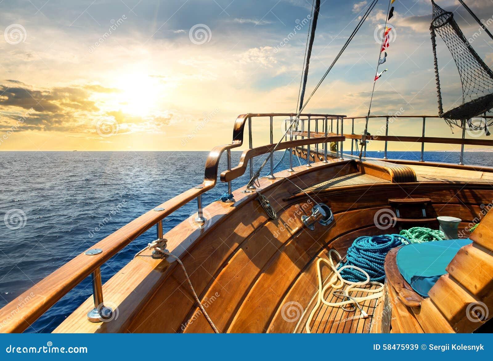 Żaglówka i morze