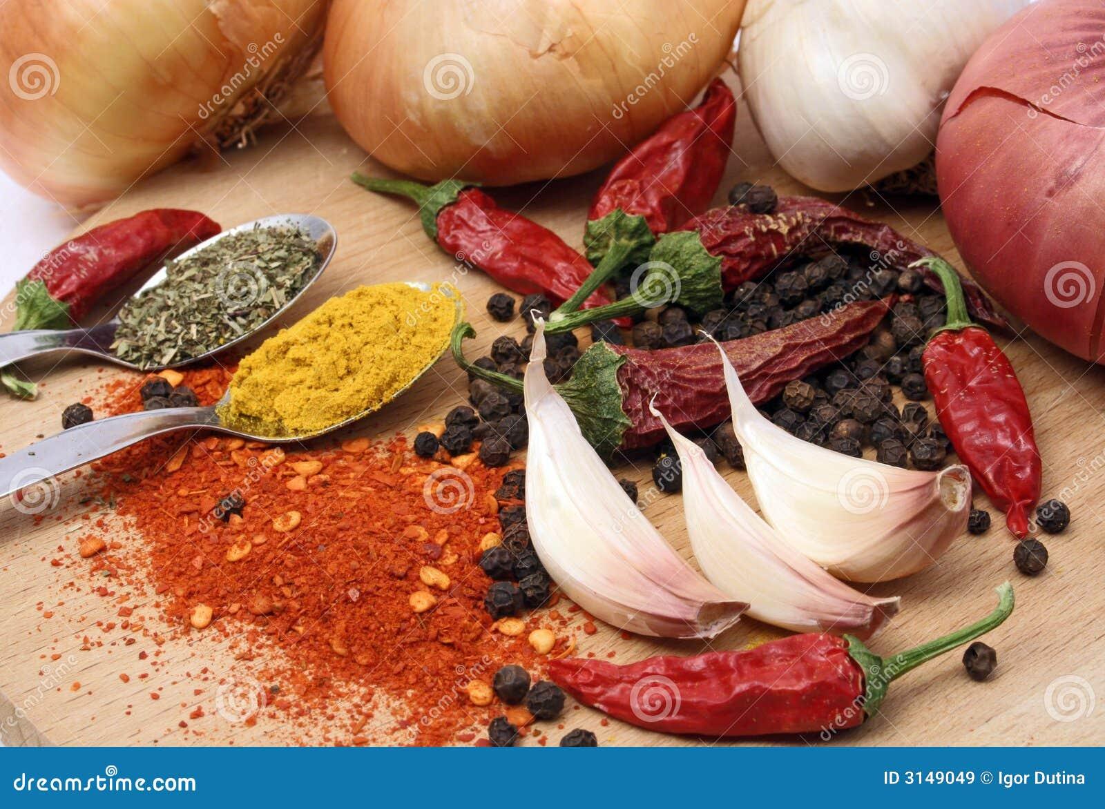 Aglio con i peperoni e le spezie