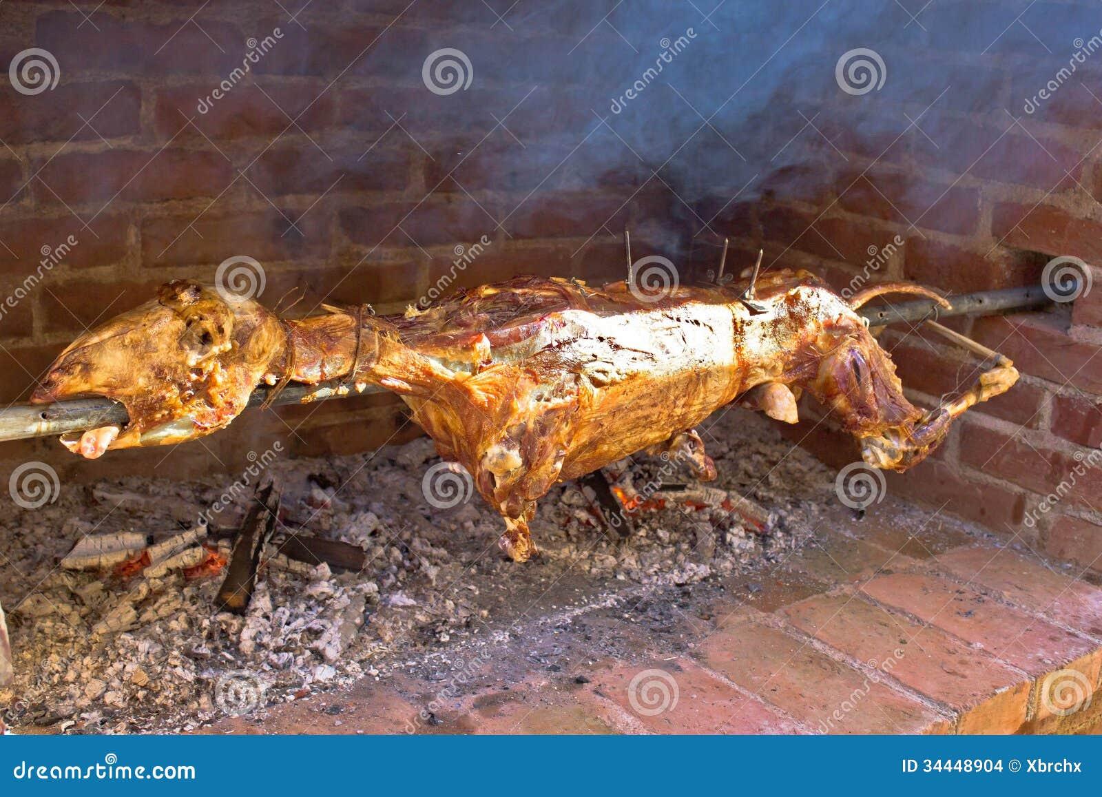 agneau entier sur la broche nourriture de viande images stock image 34448904. Black Bedroom Furniture Sets. Home Design Ideas