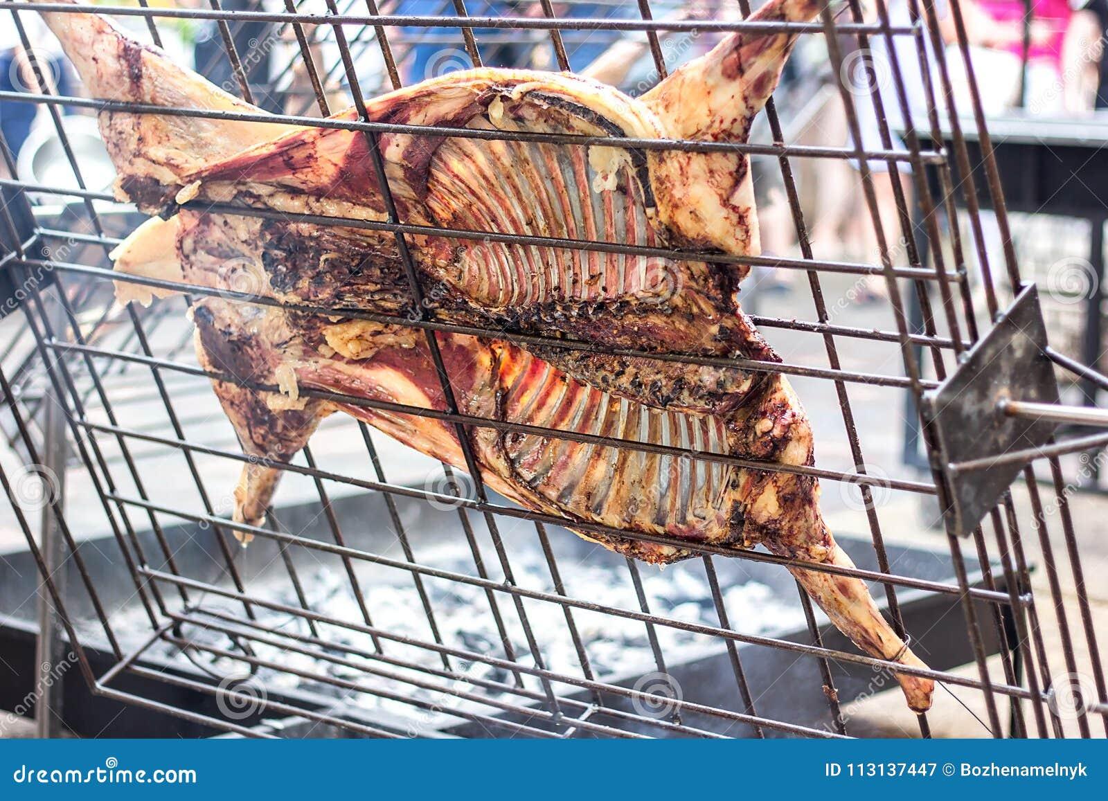 achat spécial prix compétitif rabais de premier ordre Agneau Grillé Appétissant Sur La Broche Porc Rôti Sur Le ...