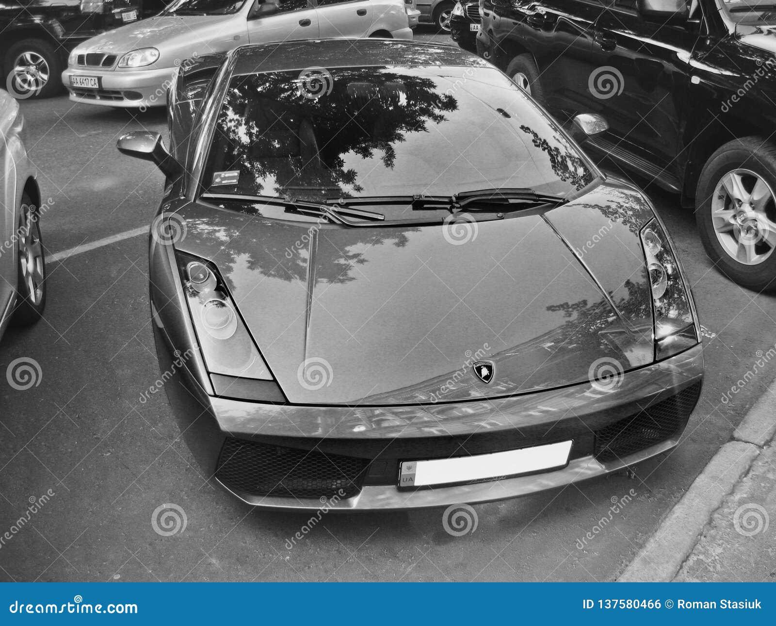 6 agosto 2010 Kiev, Ucraina Lamborghini Gallardo Foto in bianco e nero di Pechino, Cina