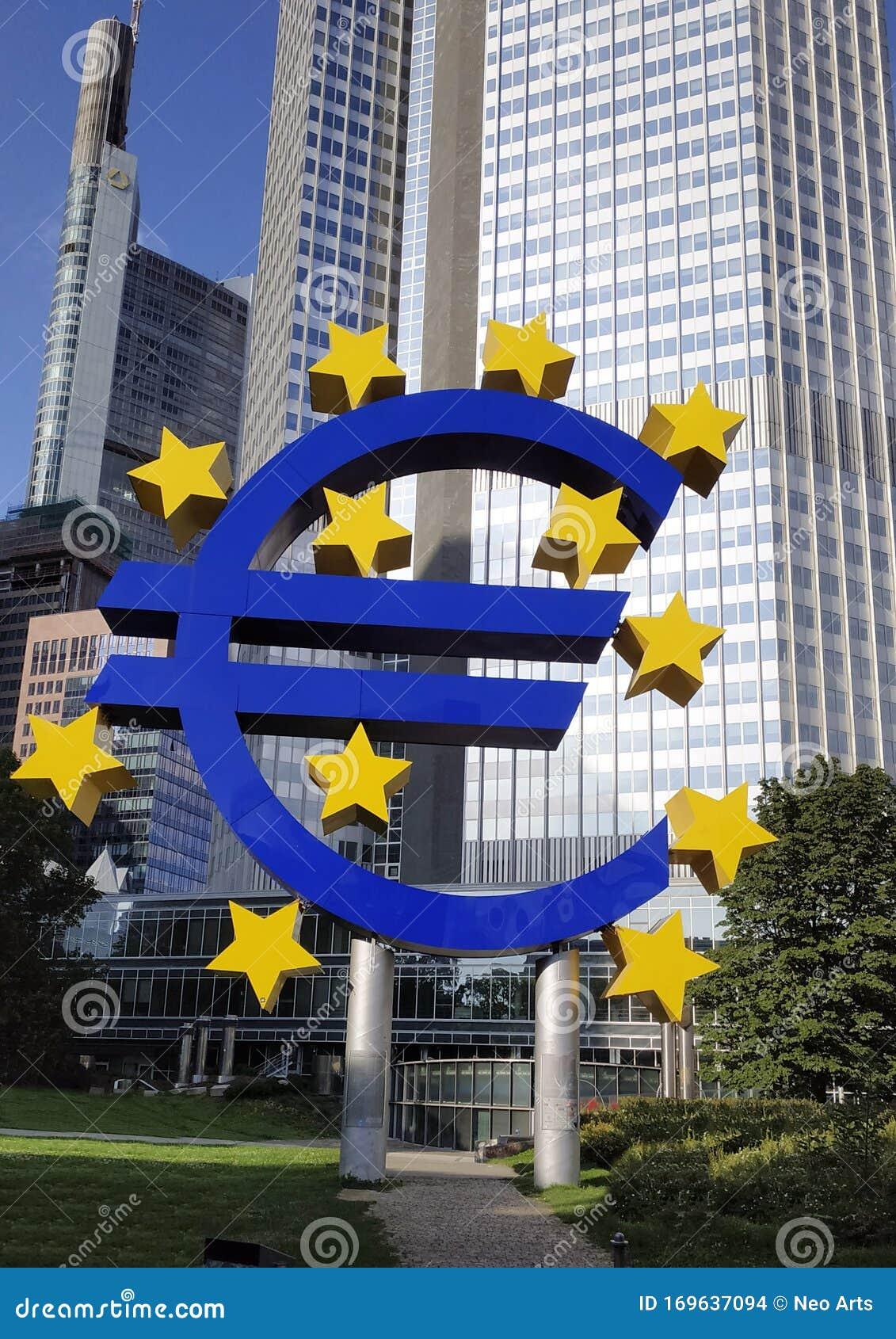 Agosto 2019, Segnale In Euro Presso La Sede Della Banca ...