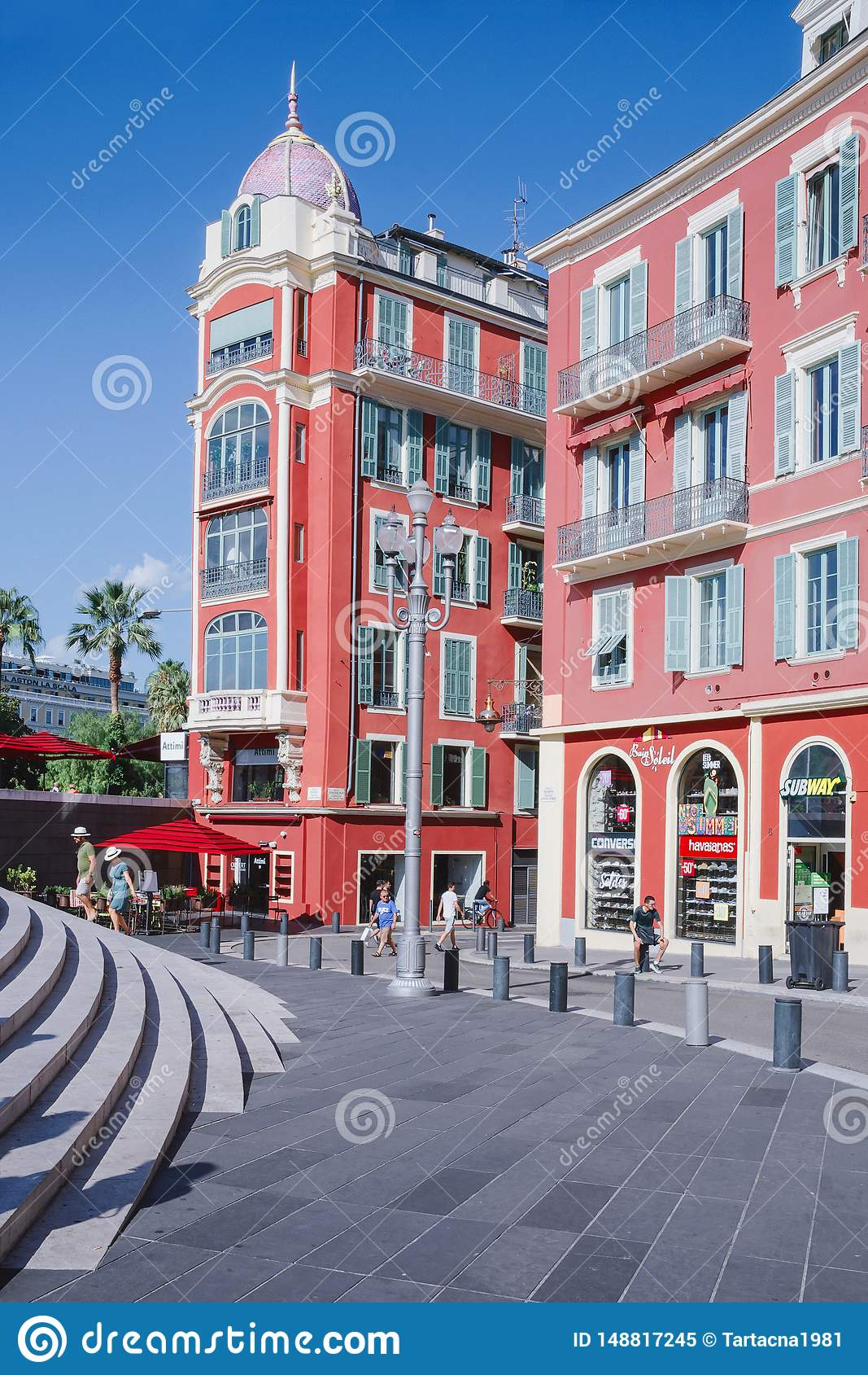 Agradável, Provance, Alpes, Cote d Azur, francês, o 15 de agosto de 2018; Construção de Massena na cidade agradável Lugar mundial