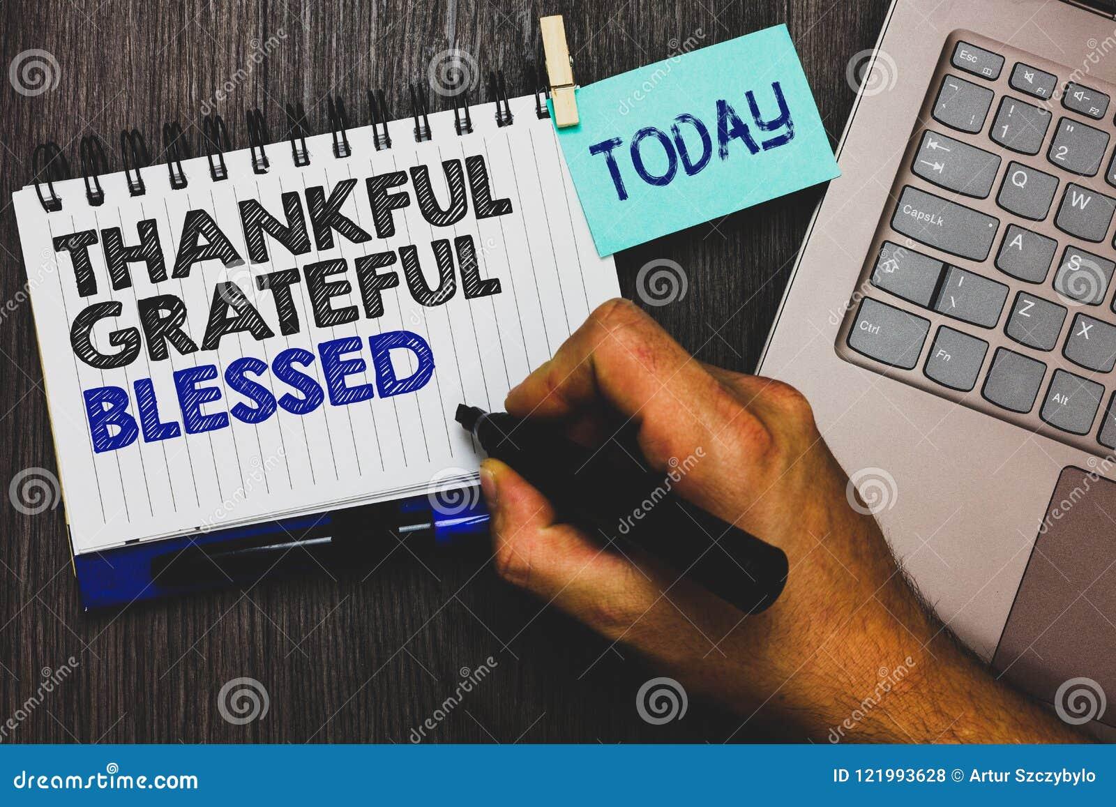 Agradecido agradecido del texto de la escritura de la palabra bendecido Concepto del negocio para apretón del Paperclip de la act