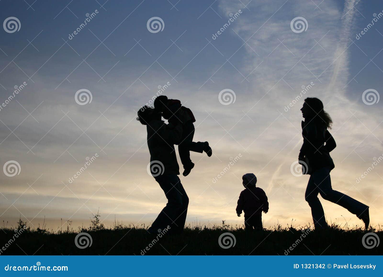 Agregado familiar com quatro membros da silhueta