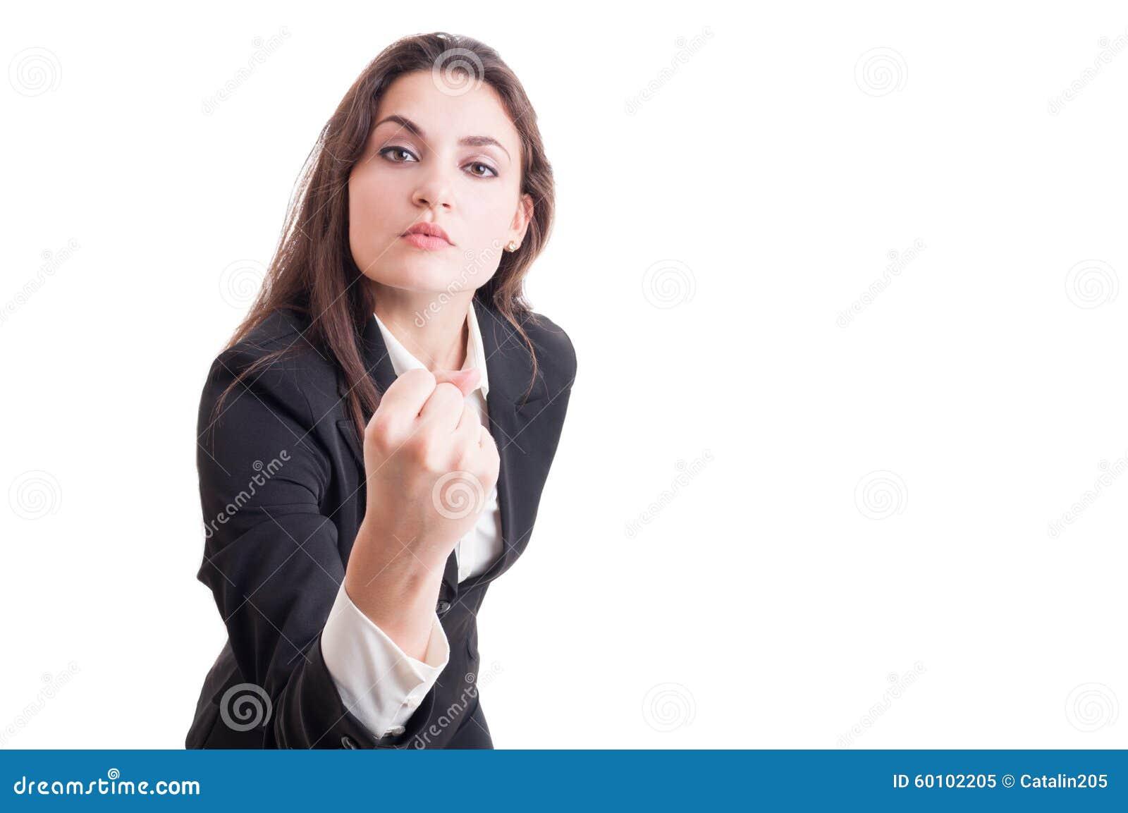 Agressieve bedrijfsvrouw, leider of bazige manager die vuist tonen