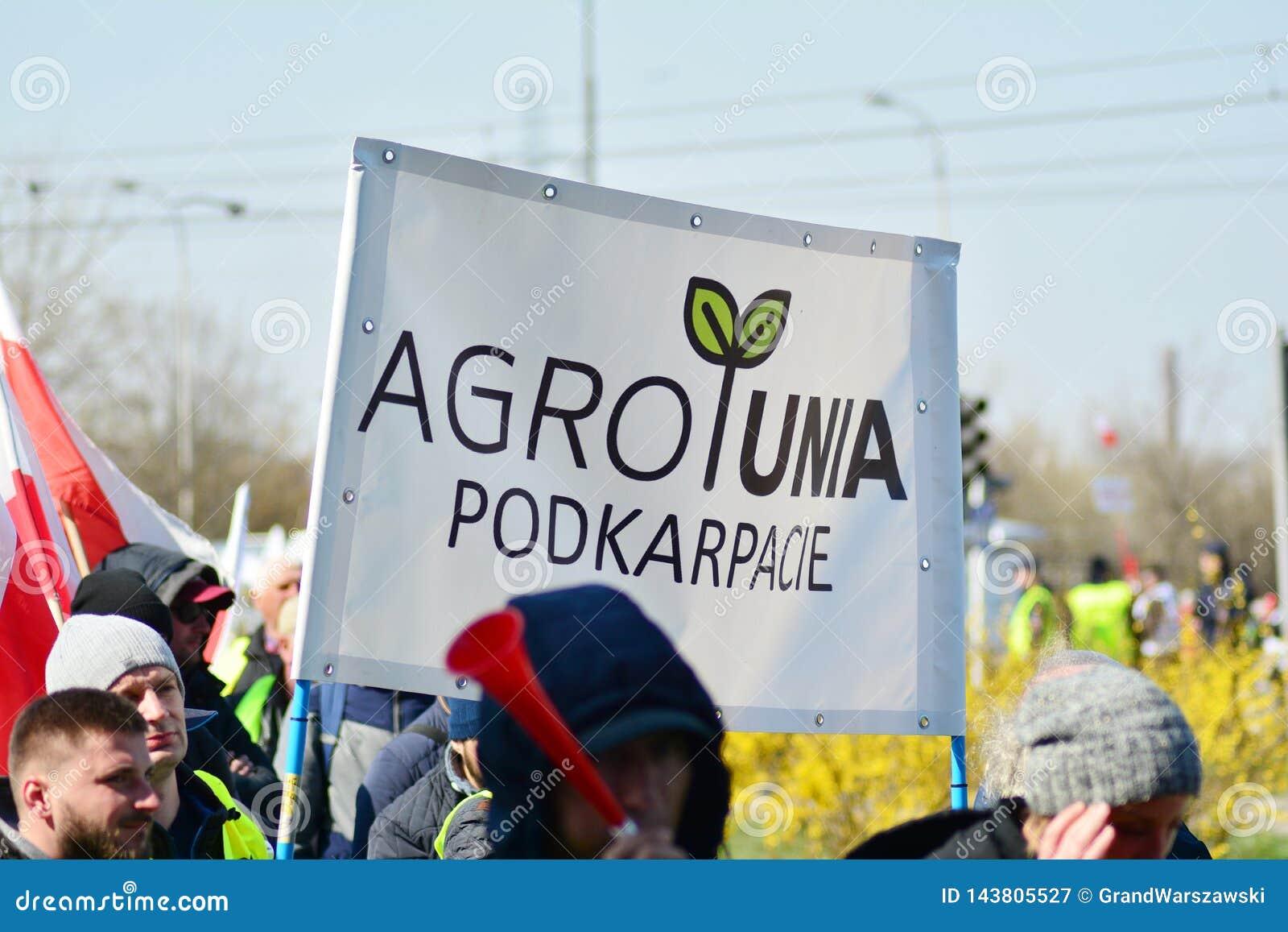 Agricoltori della dimostrazione organizzata unione di Agrounia ad Artur Zawisza Square nel centro di Varsavia