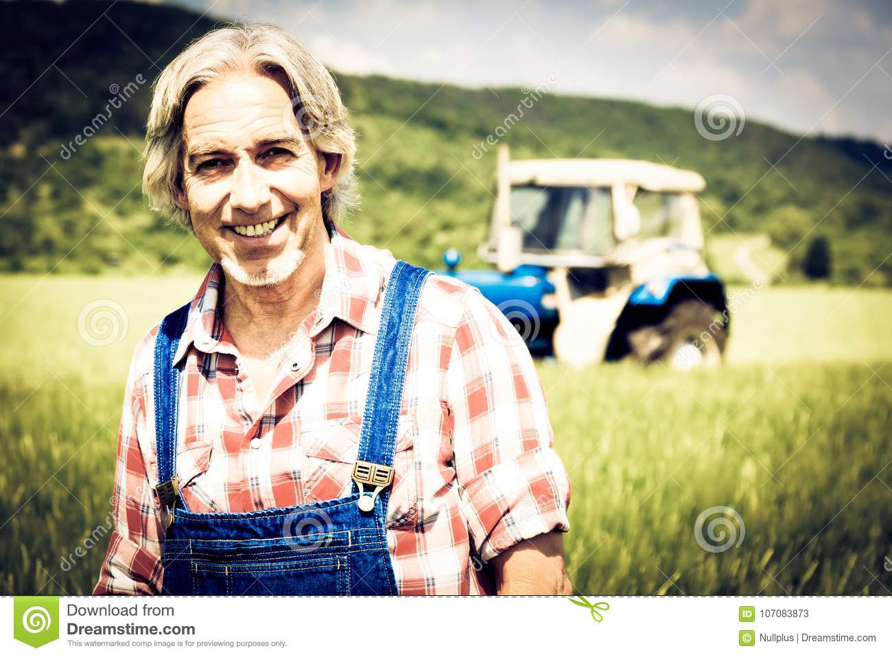 Agriculteur Standing In un champ