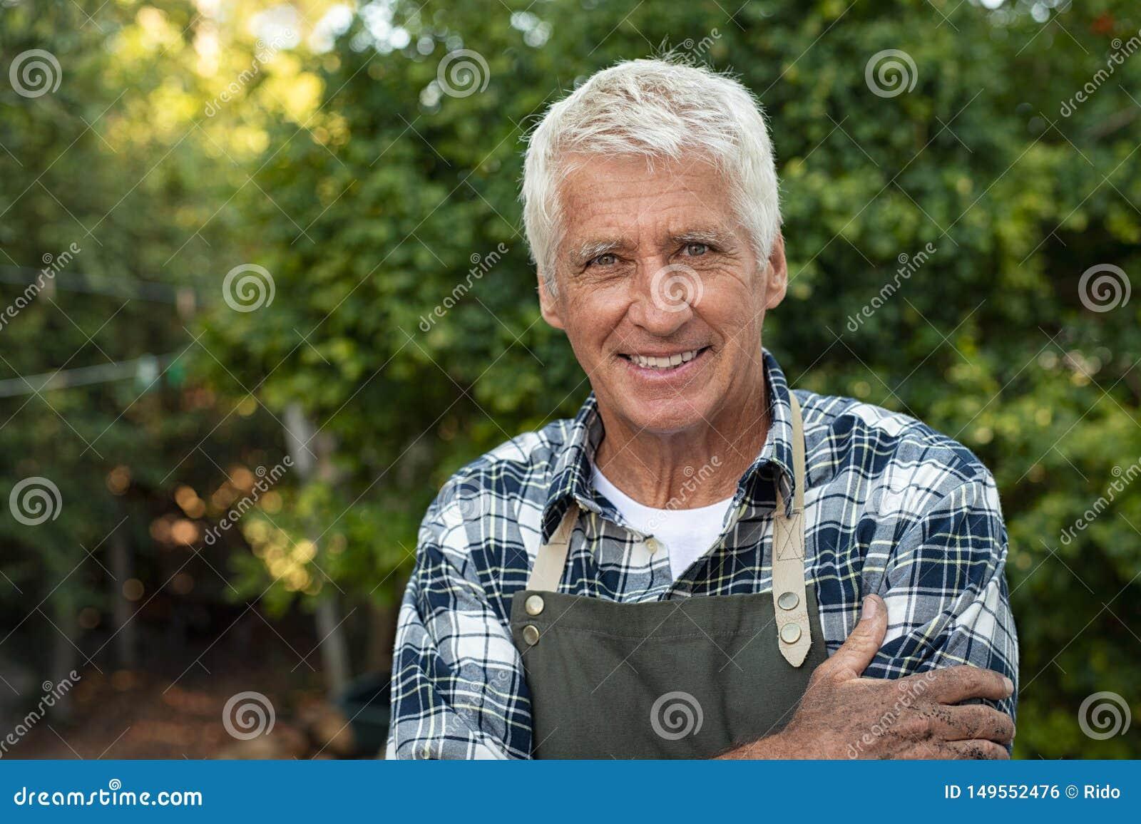 Agriculteur sup?rieur satisfaisant heureux