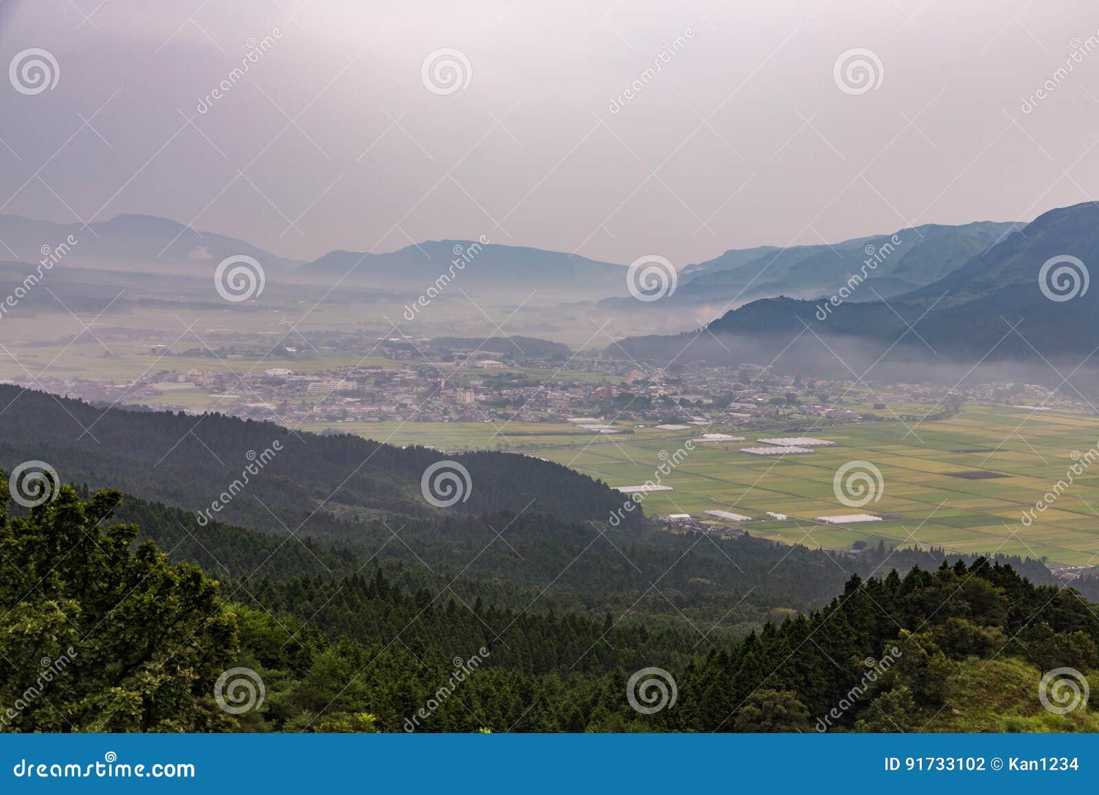 Agricultura e vulcão de Mount Aso em Kumamoto, Japão