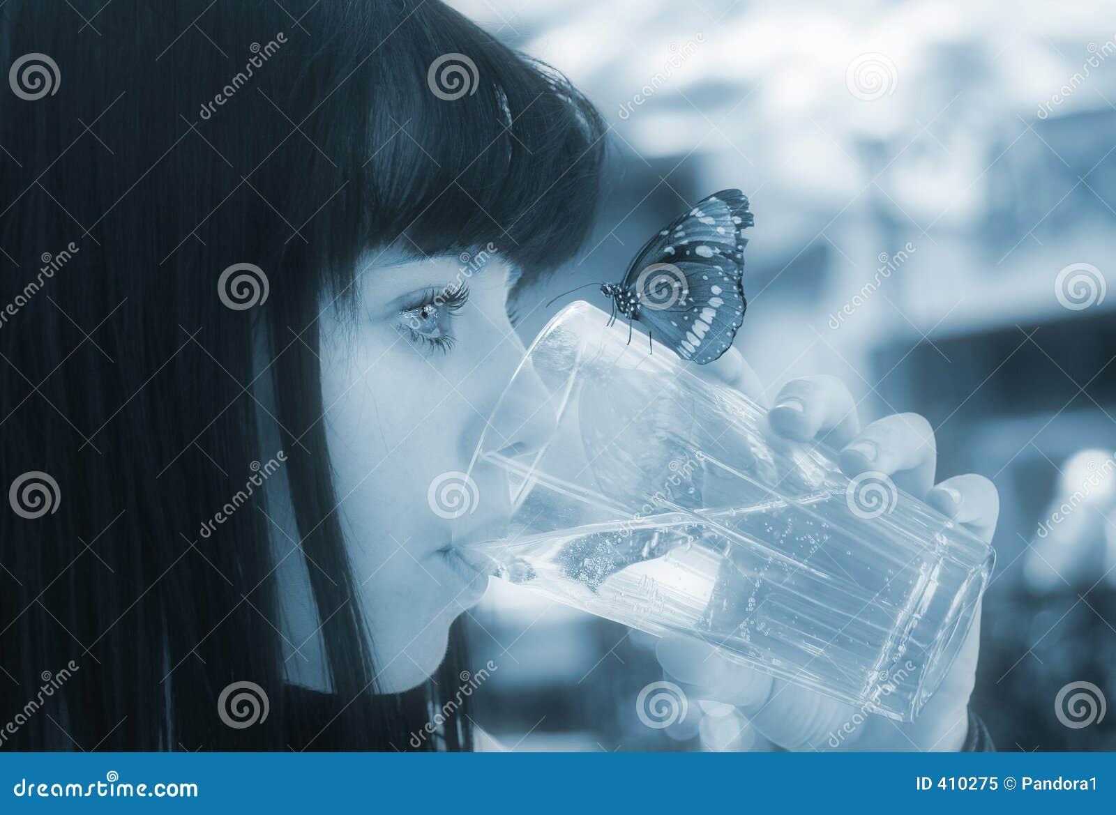 Agua dulce limpia pura