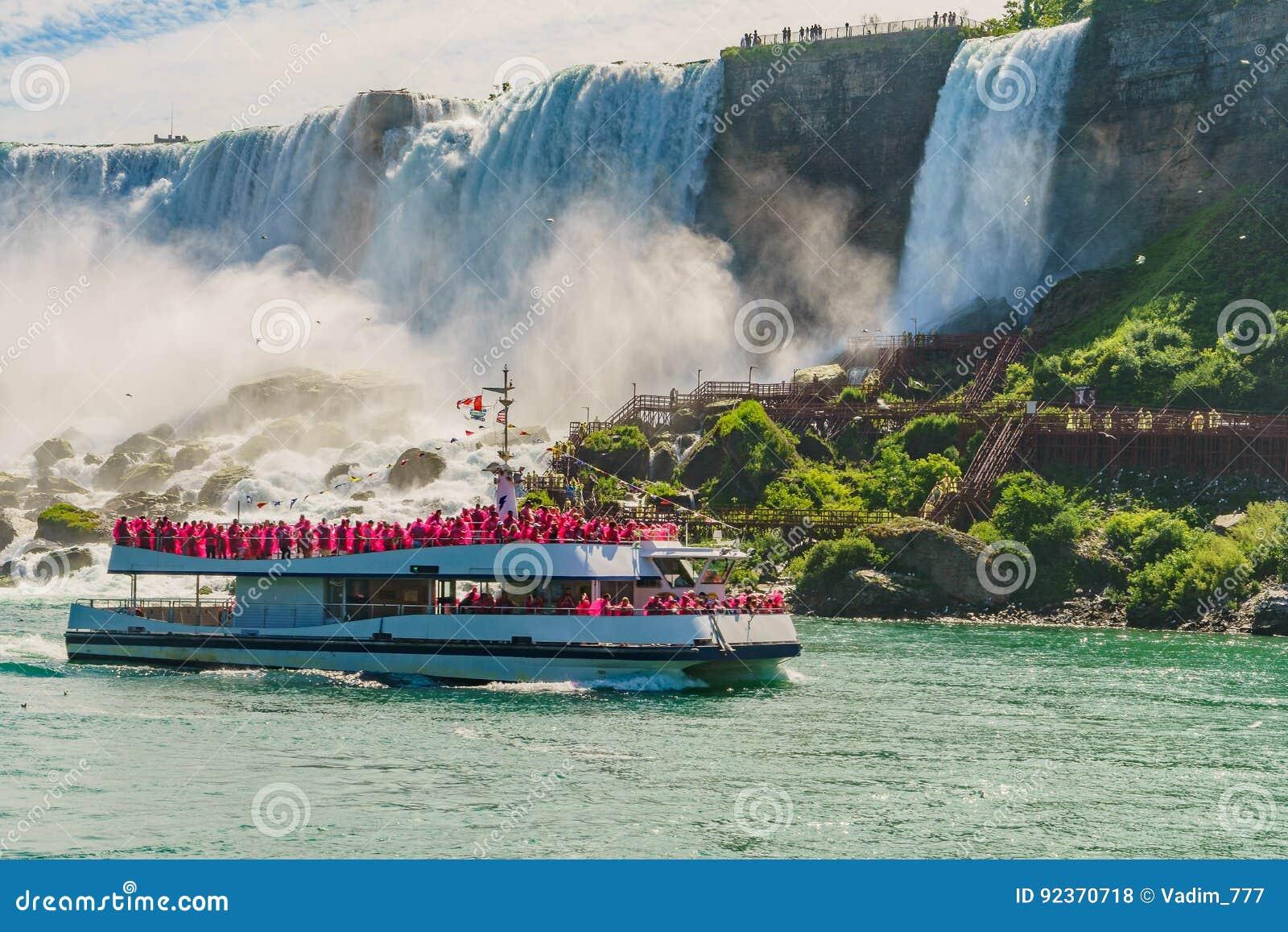 Agua que acomete sobre Niagara Falls