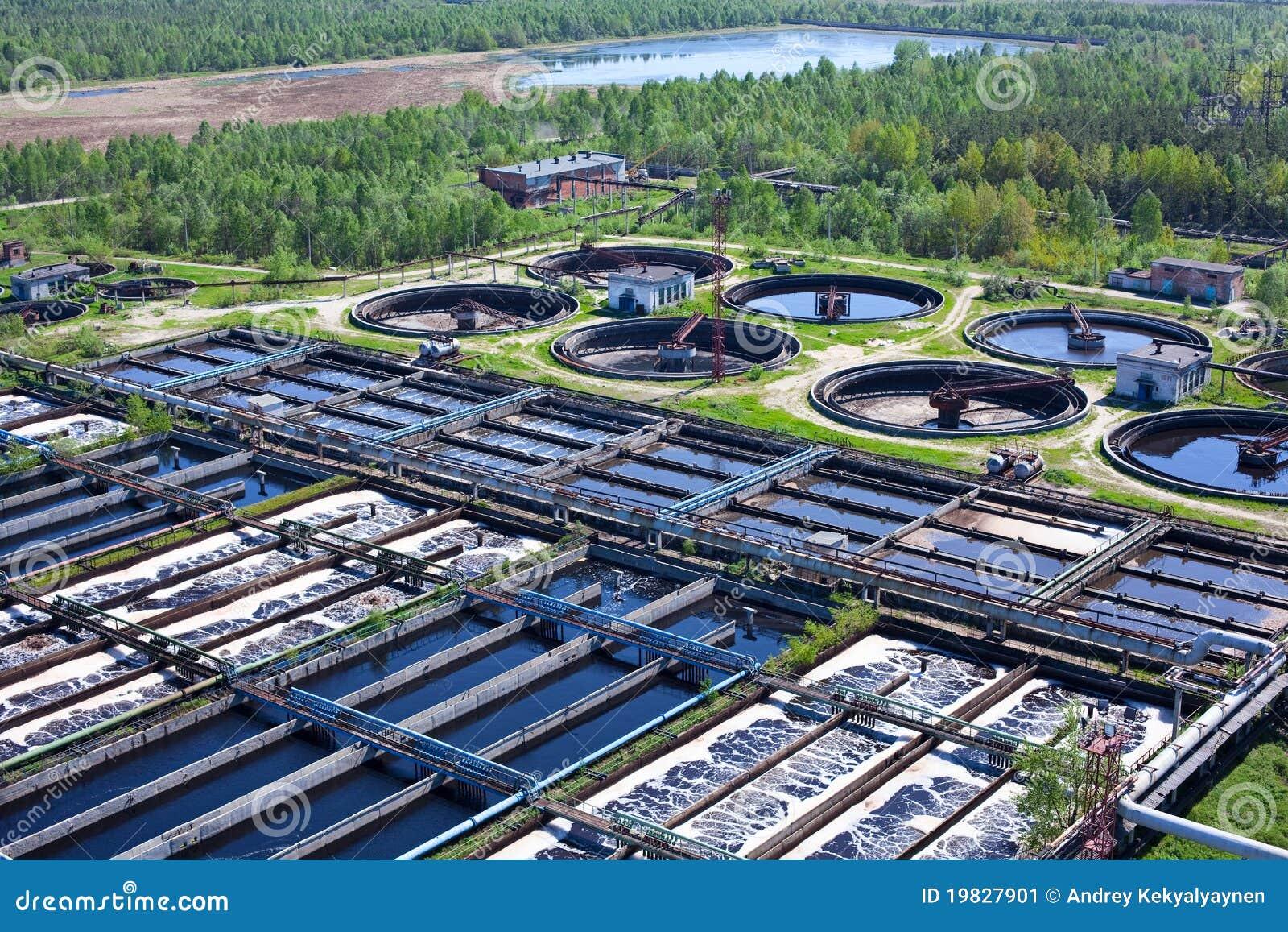 Agua que recicla la estación de las aguas residuales