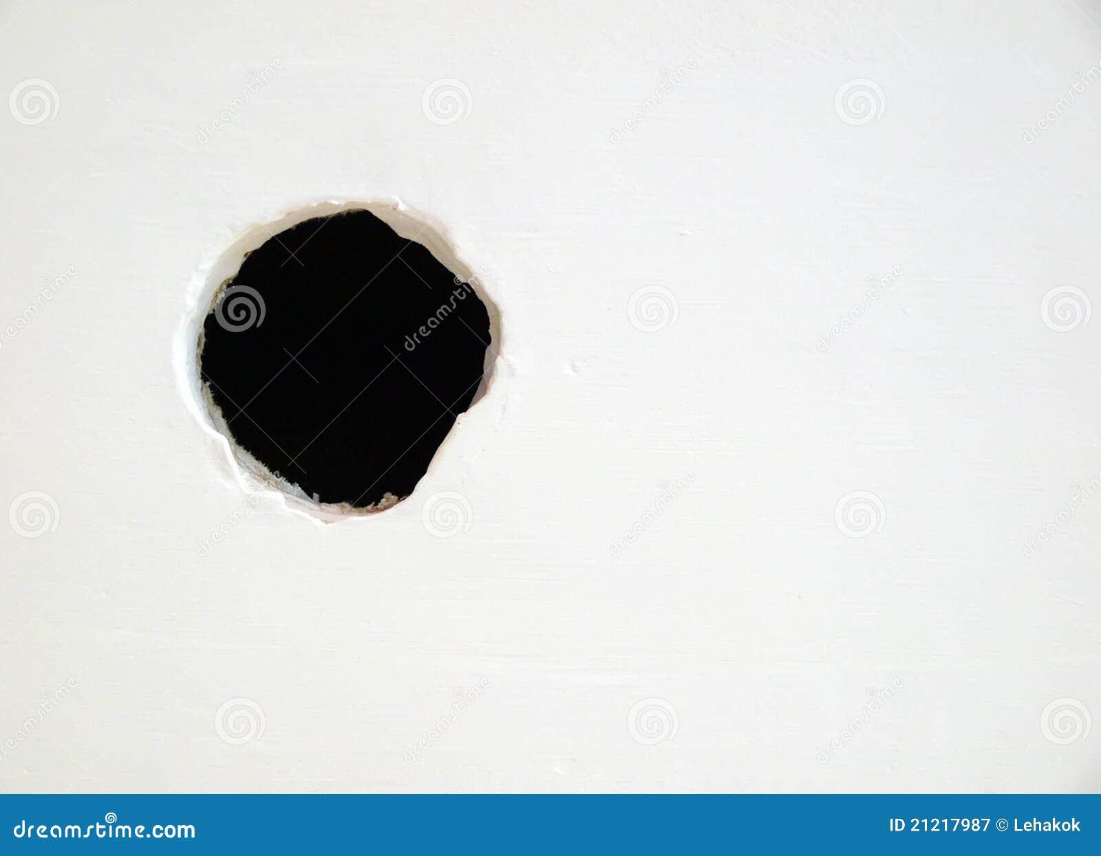 Agujero en la pared blanca fotograf a de archivo libre de - Agujero en la pared ...