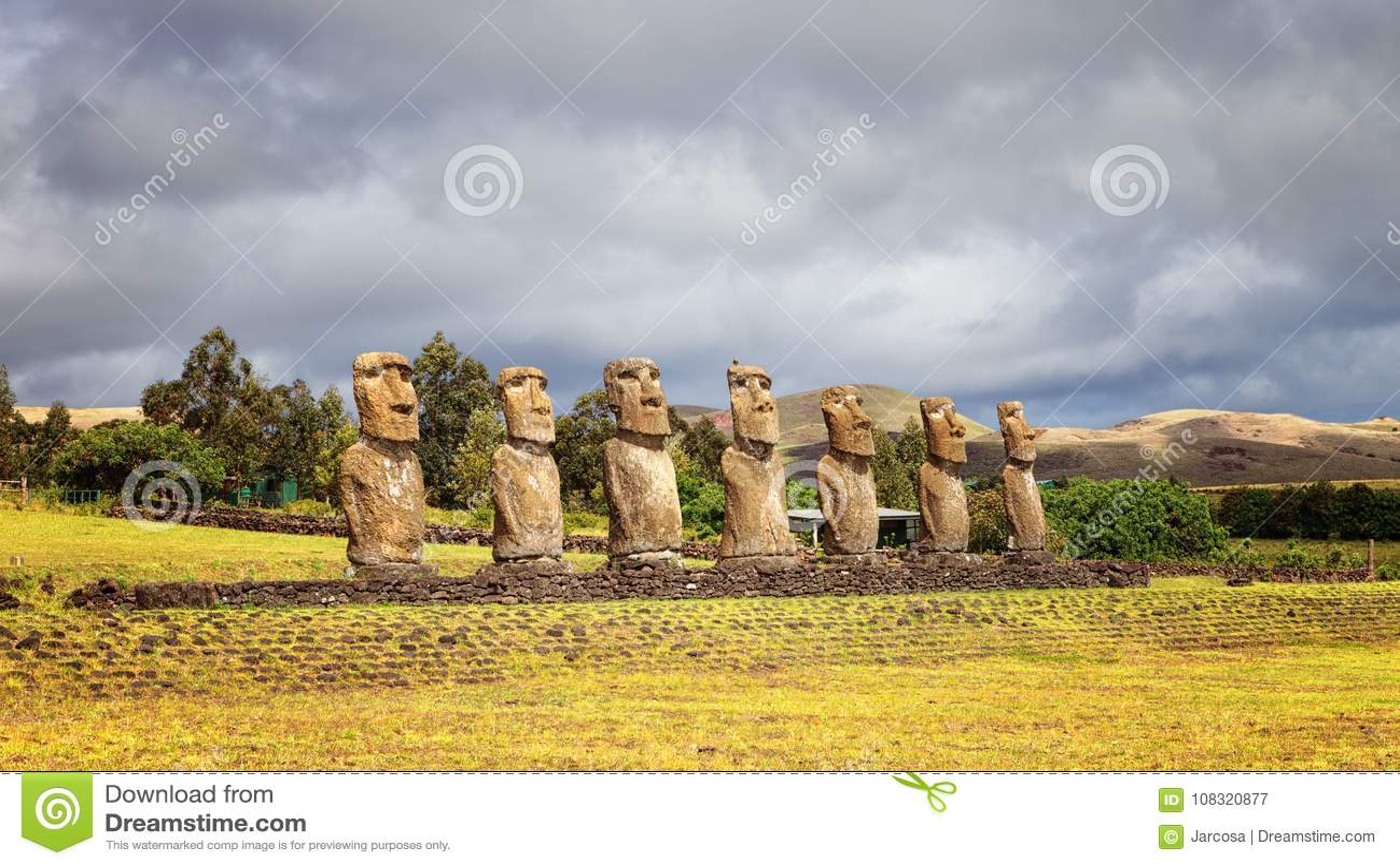 Ahu Akivi was eerste herstelde Ahu, moai zeven die RISI onder ogen zien