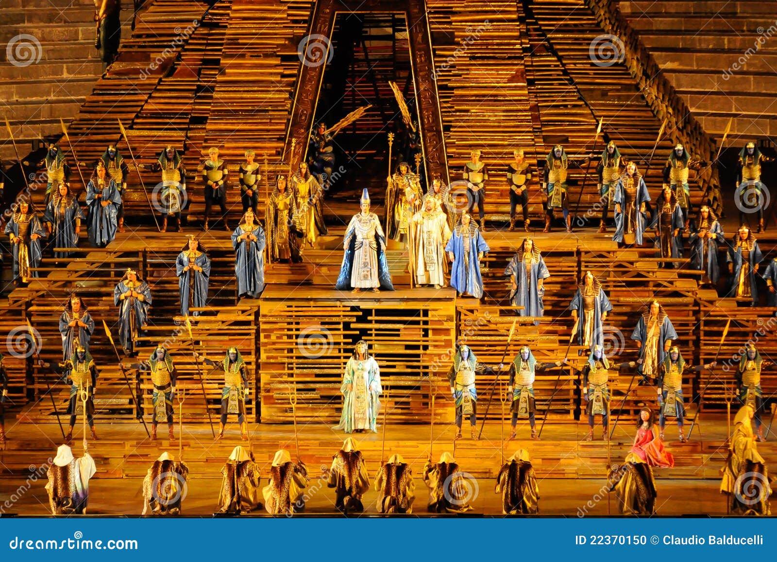 Aida bij arena van Verona