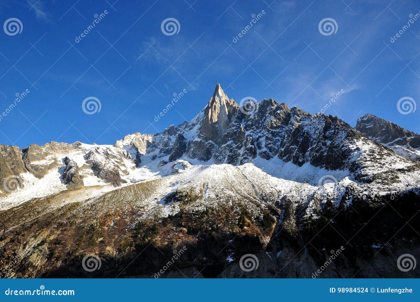 Aiguille du Dru en el macizo de Montblanc, montan@as francesas