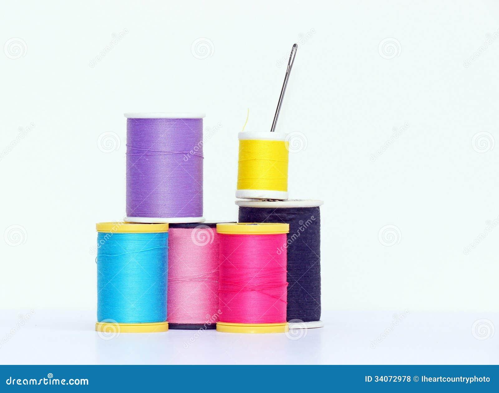 Aiguille et bobines de fil