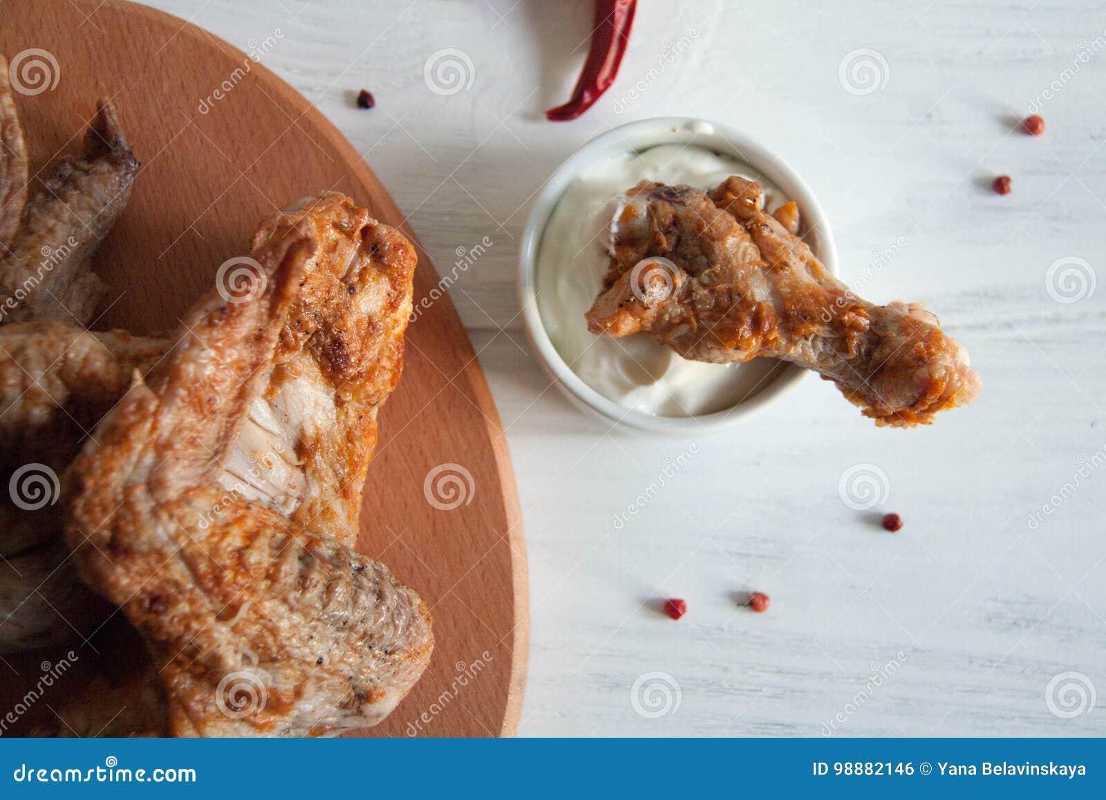 Ailes de Chiken avec la crème aigre
