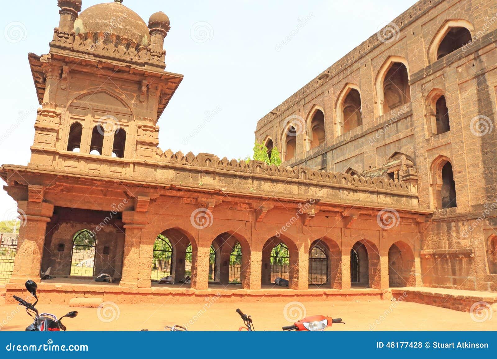 Aincent arquea edificios y arruina el bijapur Karnataka la India