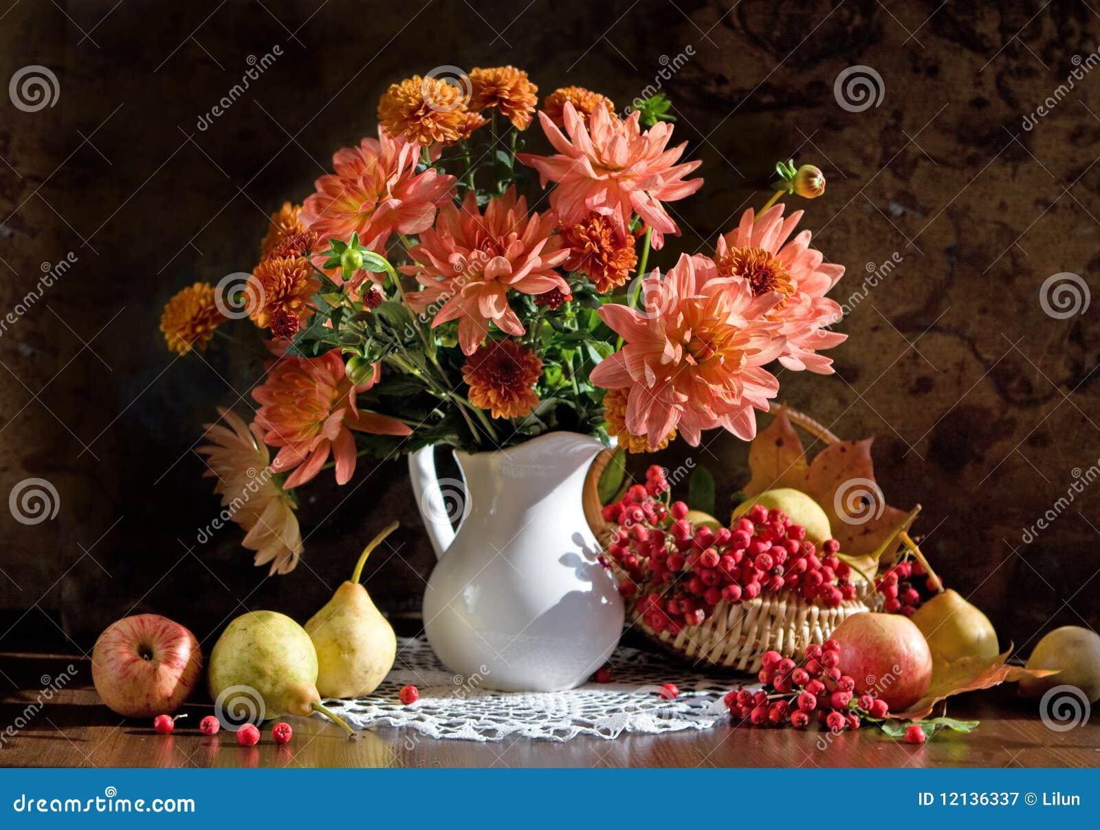 Ainda vida e dália das flores