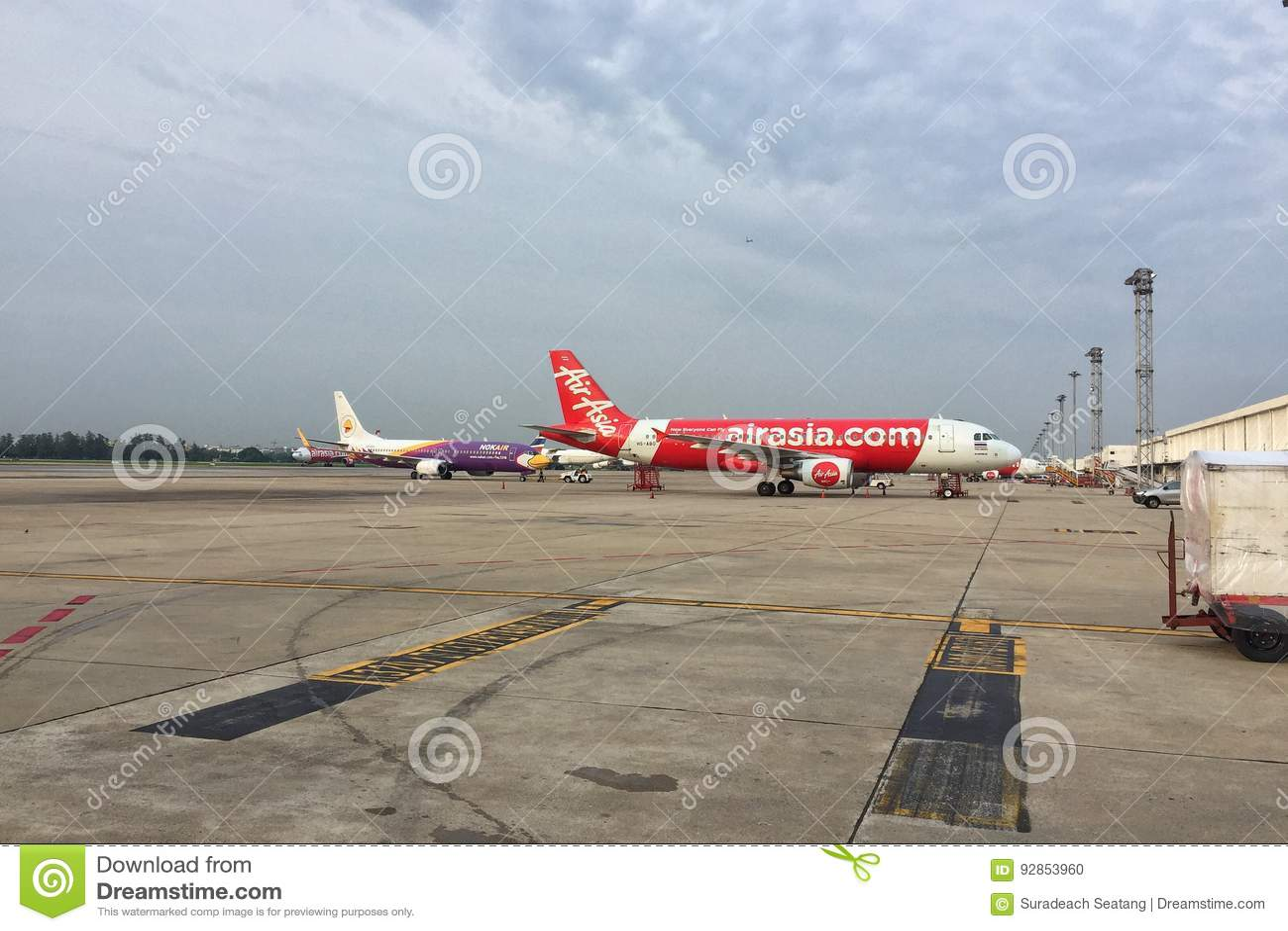 Air- Asia` s A320-200 Flugzeuge an Don Mueang-Flughafen