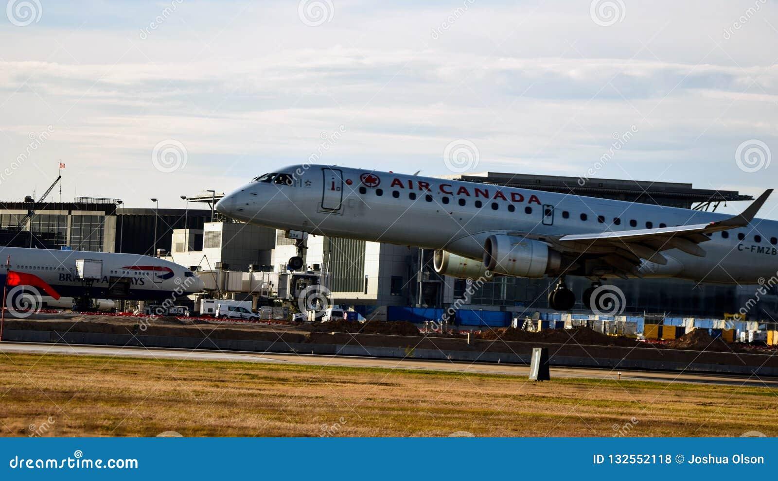 Air Canada-Luchtvaartlijnenvliegtuig die op een baan landen