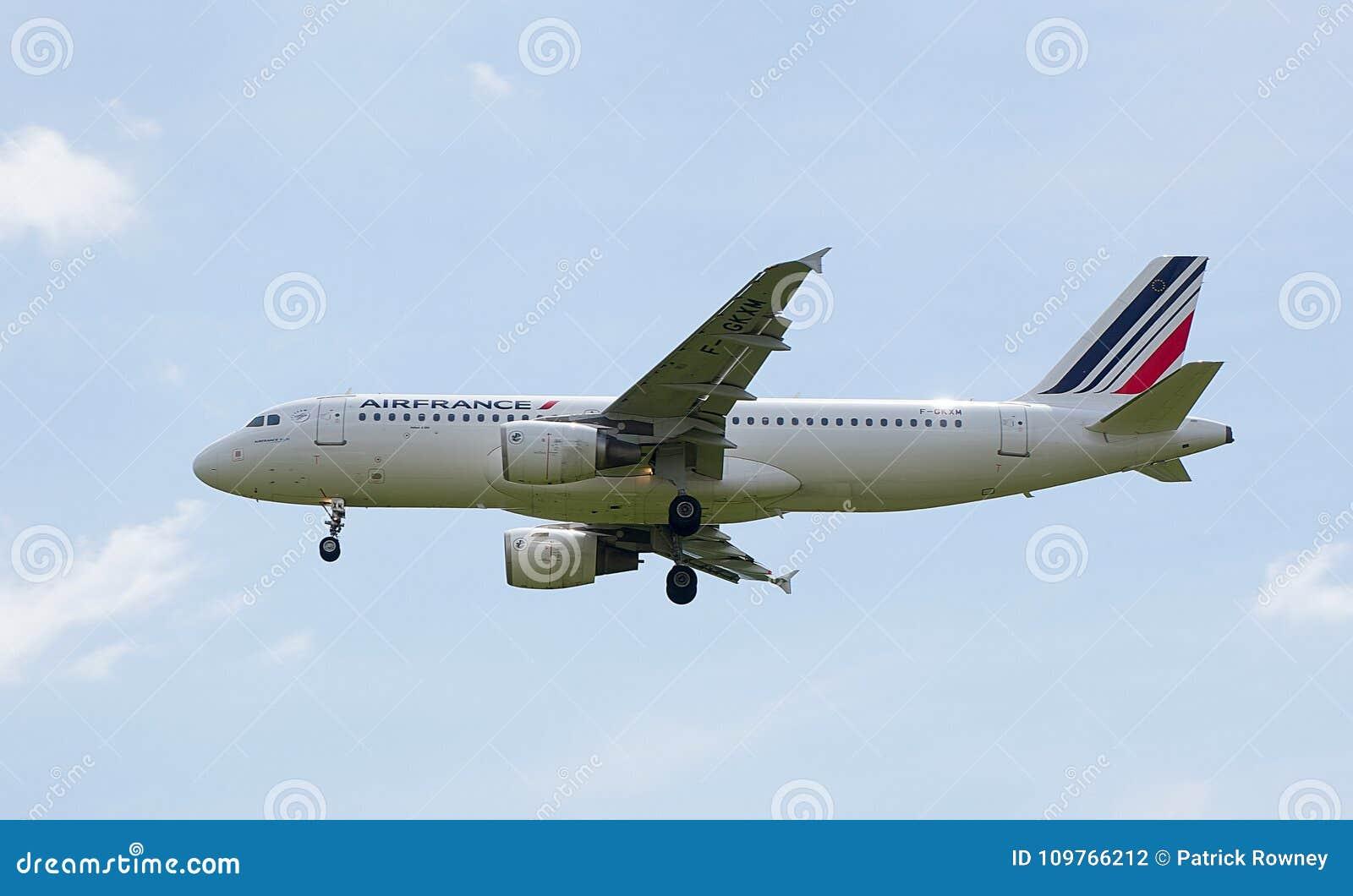 Air France Airbus A320 en acercamiento al aeropuerto de Heathrow