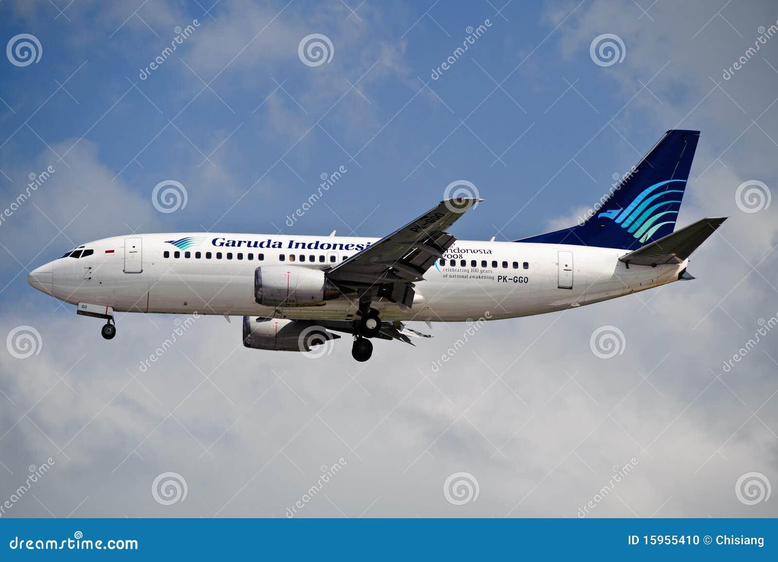 Air Garuda 737-3U3 on Final