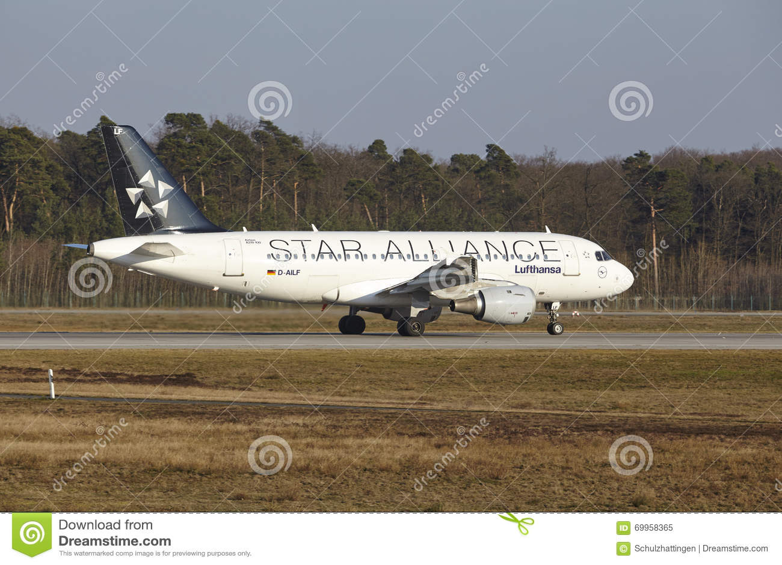 Airbus αερολιμένων †το «Lufthansa της Φρανκφούρτης διεθνές A319 απογειώνεται