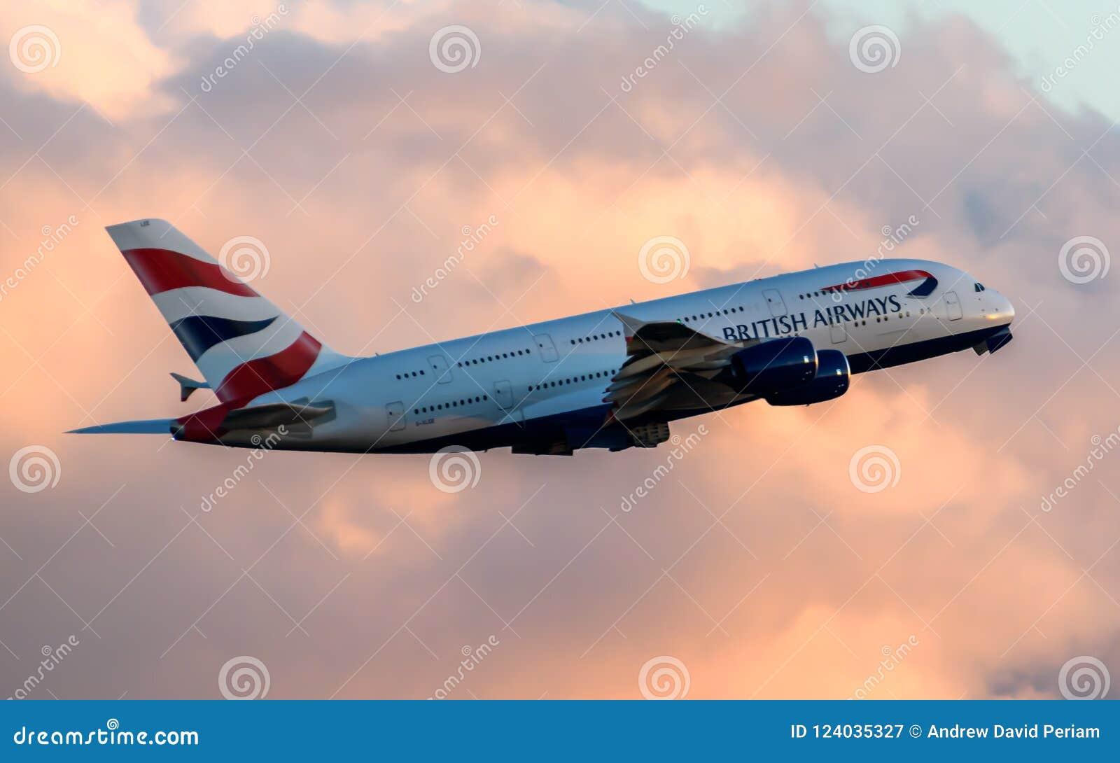 Airbus της British Airways A380 που αναχωρεί στο ηλιοβασίλεμα