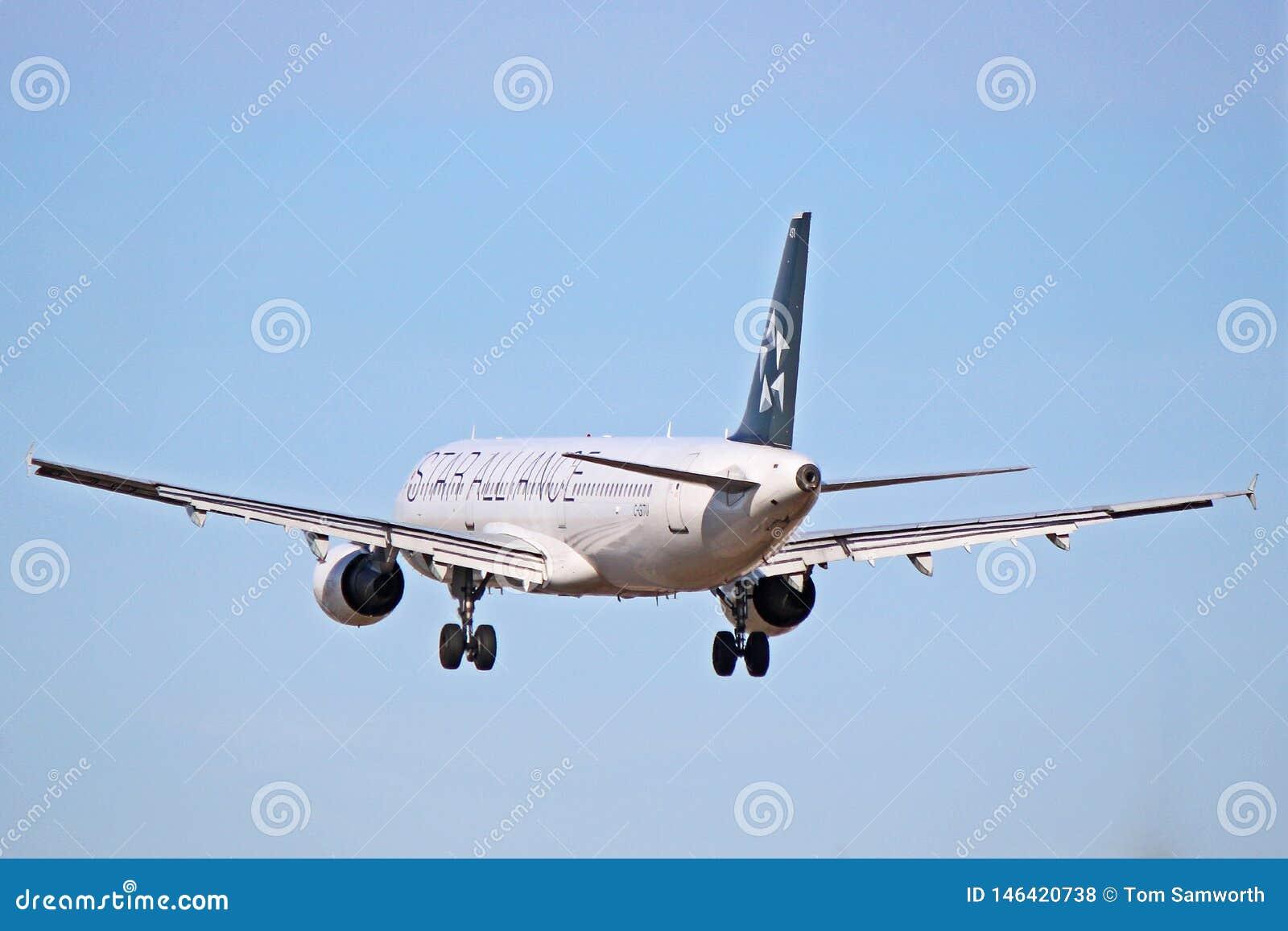 Airbus A321-200 του Air Canada στη στολή συμμαχίας αστεριών περίπου στο έδαφος