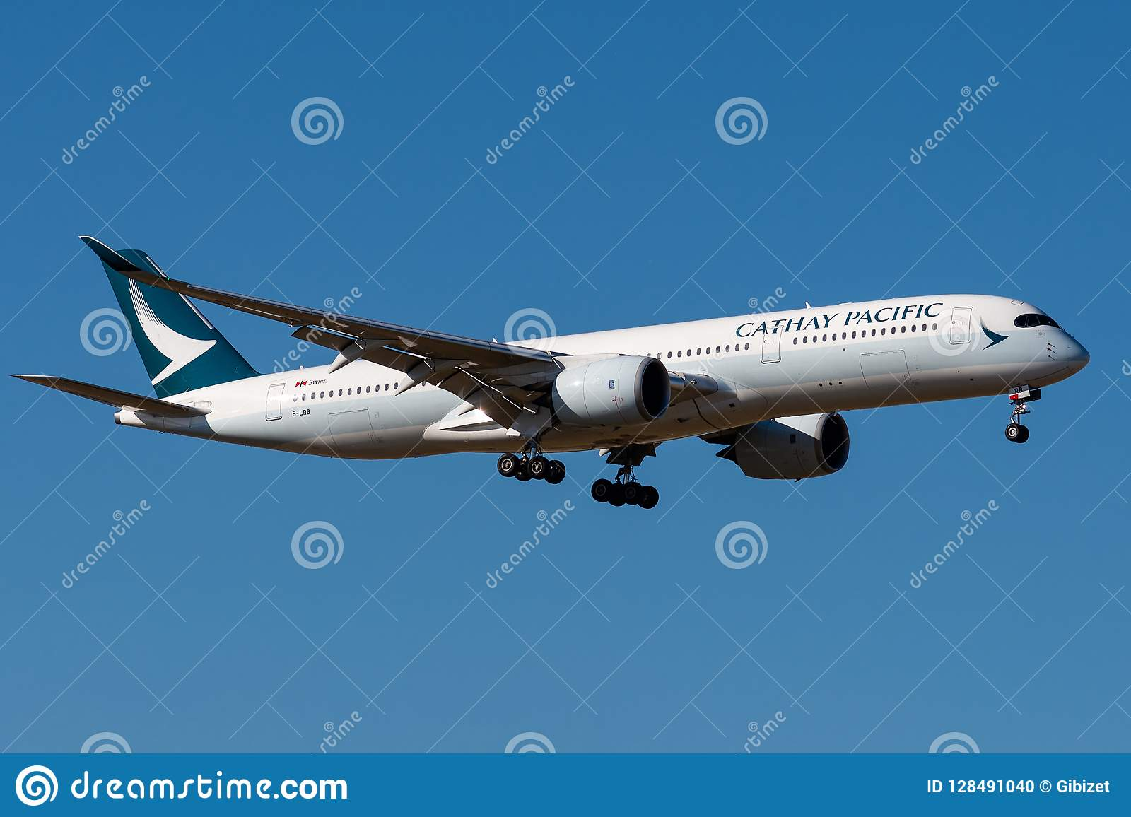 Airbus A350-941 - 032,operated by Cathay Pacific Airways landing