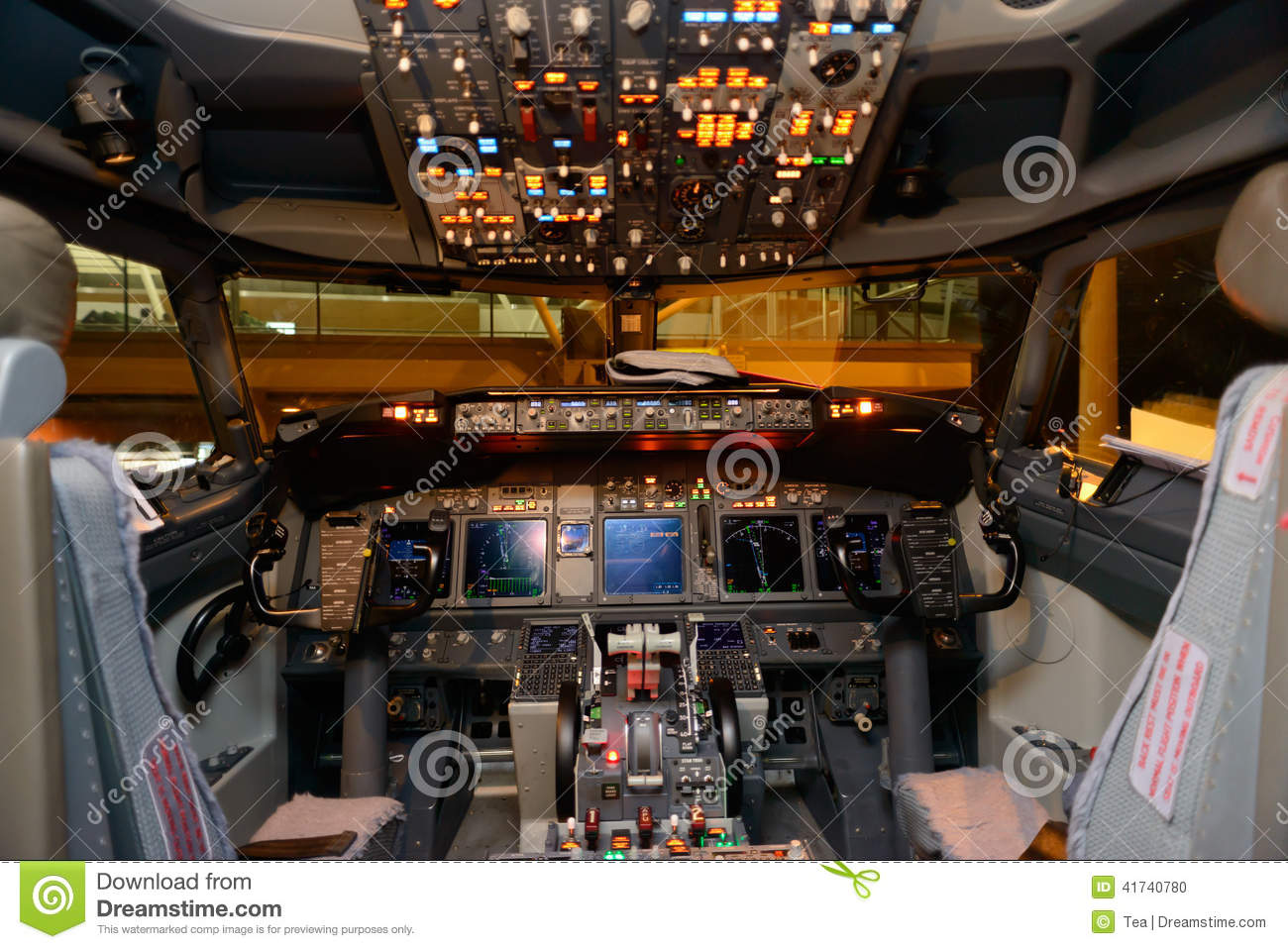 Aircraft cockpit interior stock photo image 41740780 for Disegni base della cabina