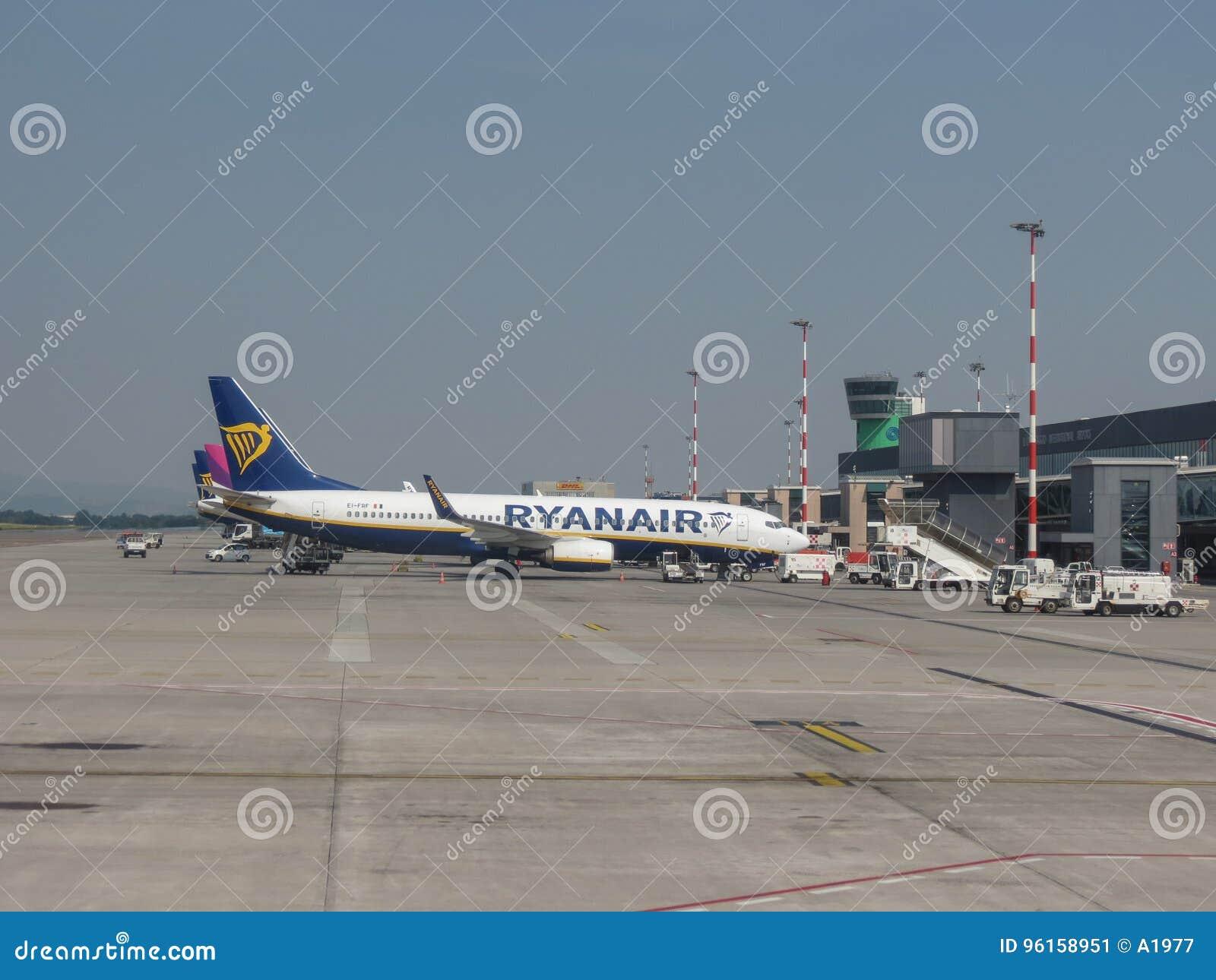 Aeroporto Orio : Aeroporto di bergamo orio al serio fotografia stock editoriale