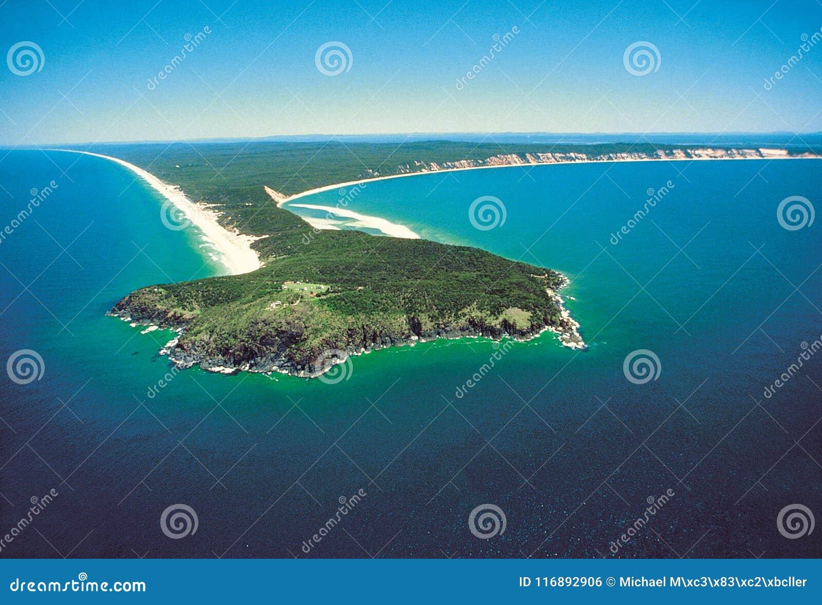 Airshot del punto doble de la isla en la playa del arco iris, sol Co