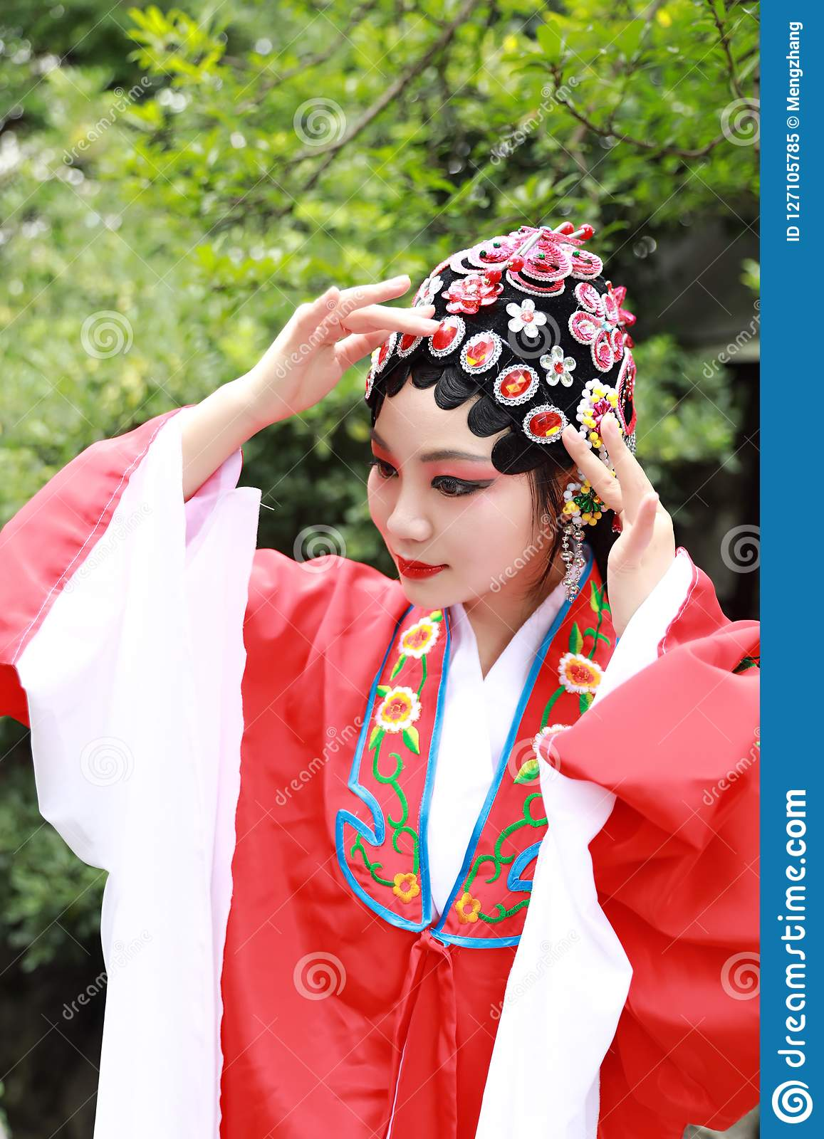 9c75e7aeb Aisa Chinese woman Peking Beijing Opera Costumes Pavilion garden China  traditional role drama play dress perform