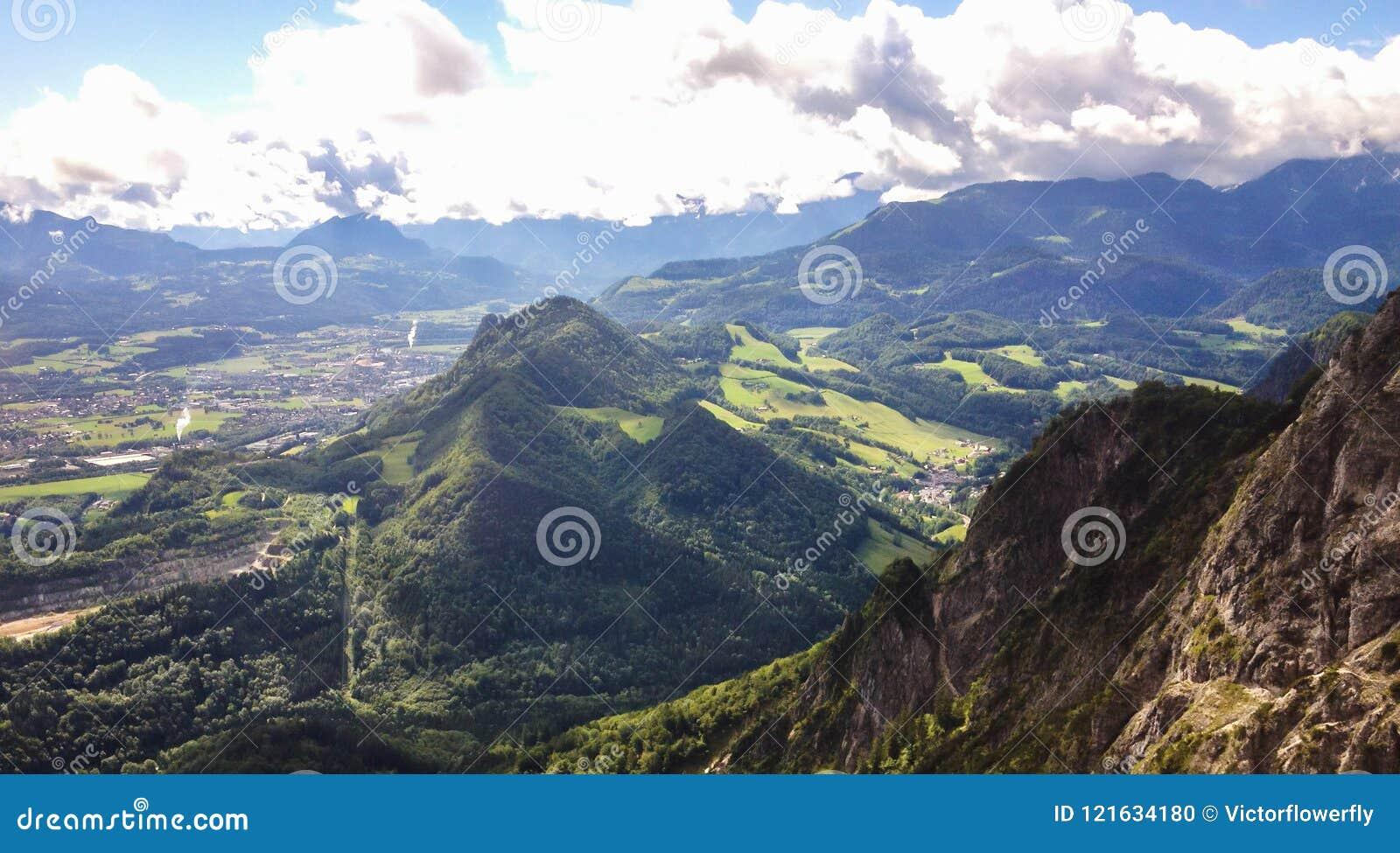 Lavabo Europa.Ajardine La Vista Del Lavabo De Salzburg Del Teleferico