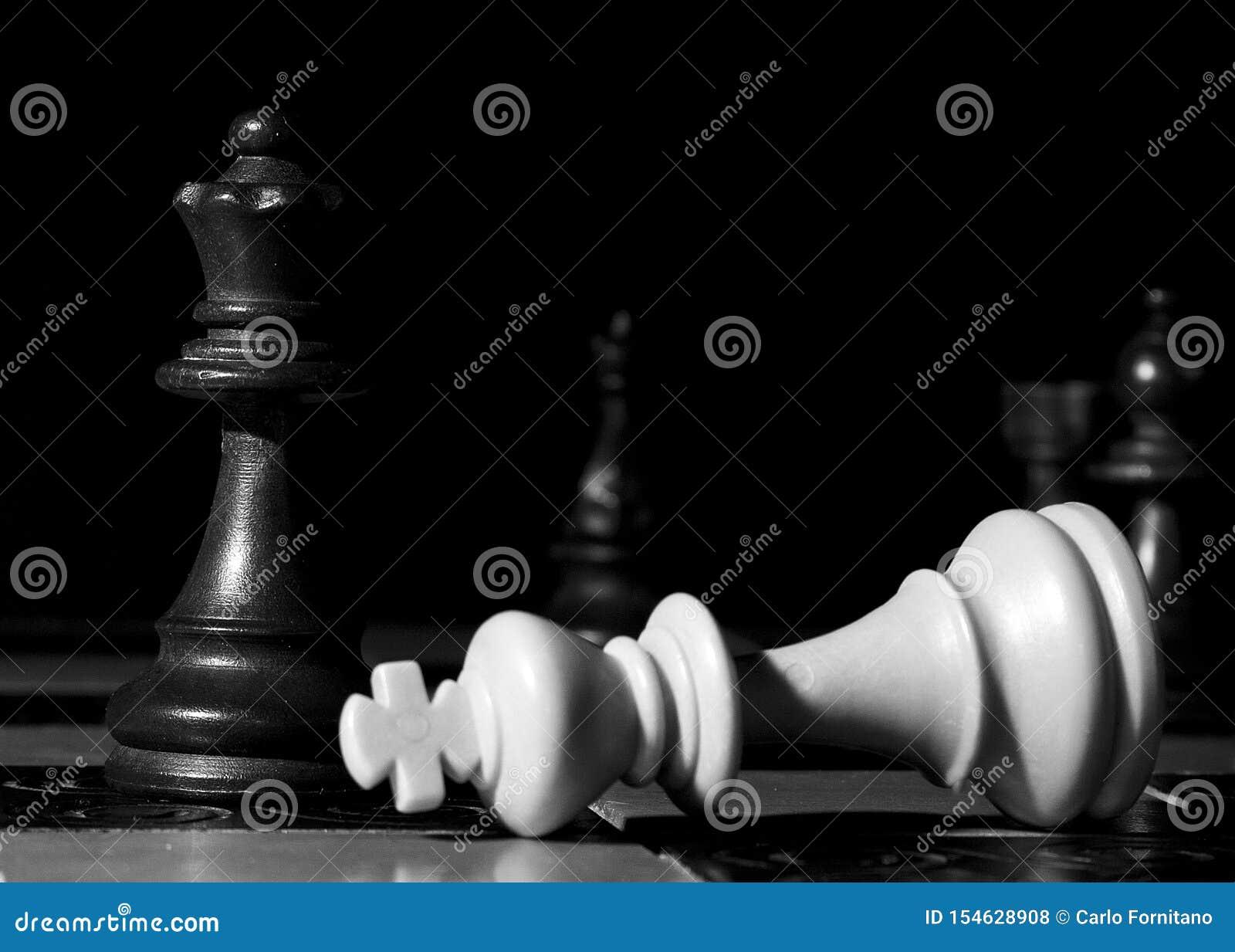 Ajedrez fotografiado en un tablero de ajedrez