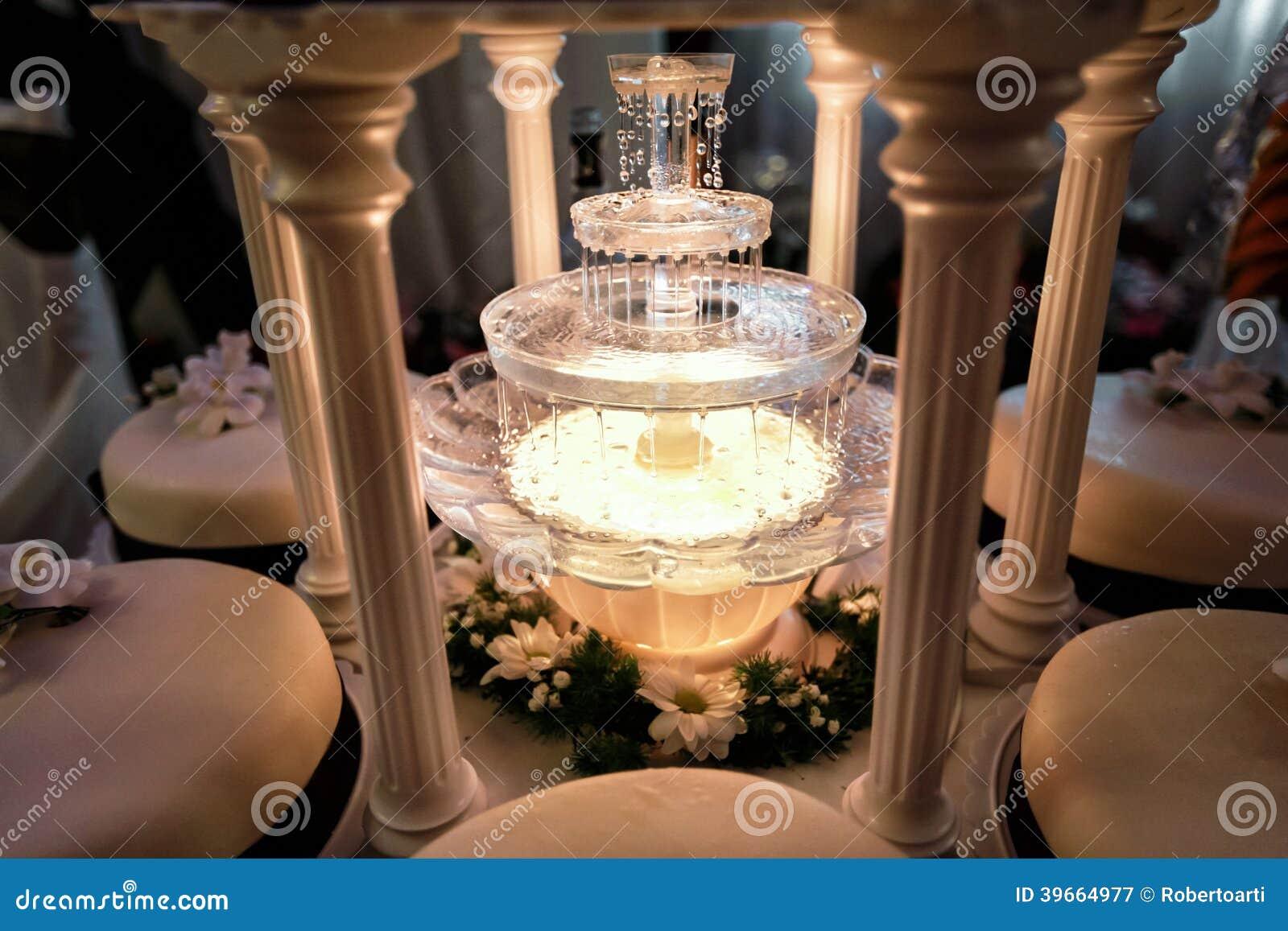 ajournez la dcoration de la fontaine de champagne en gteau de lumire et de mariage - Fontaine Gateau Mariage
