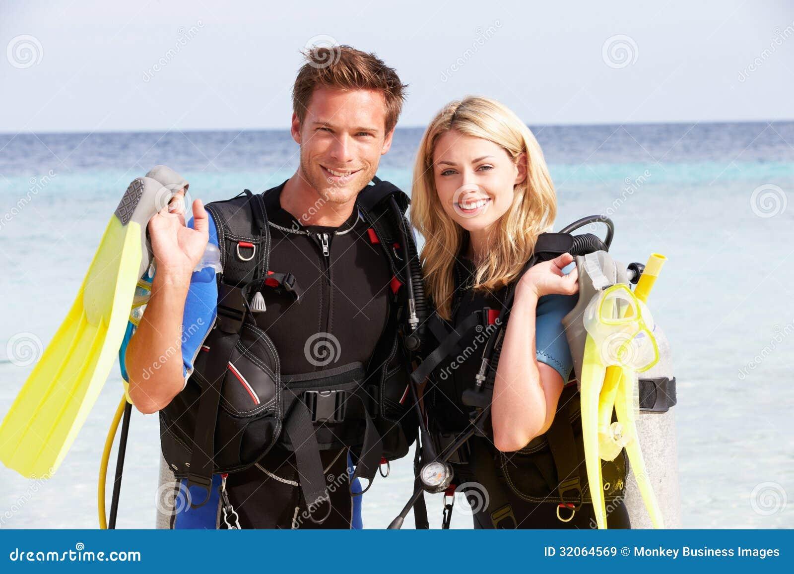 Ajouter à l équipement de plongée à l air appréciant des vacances de plage