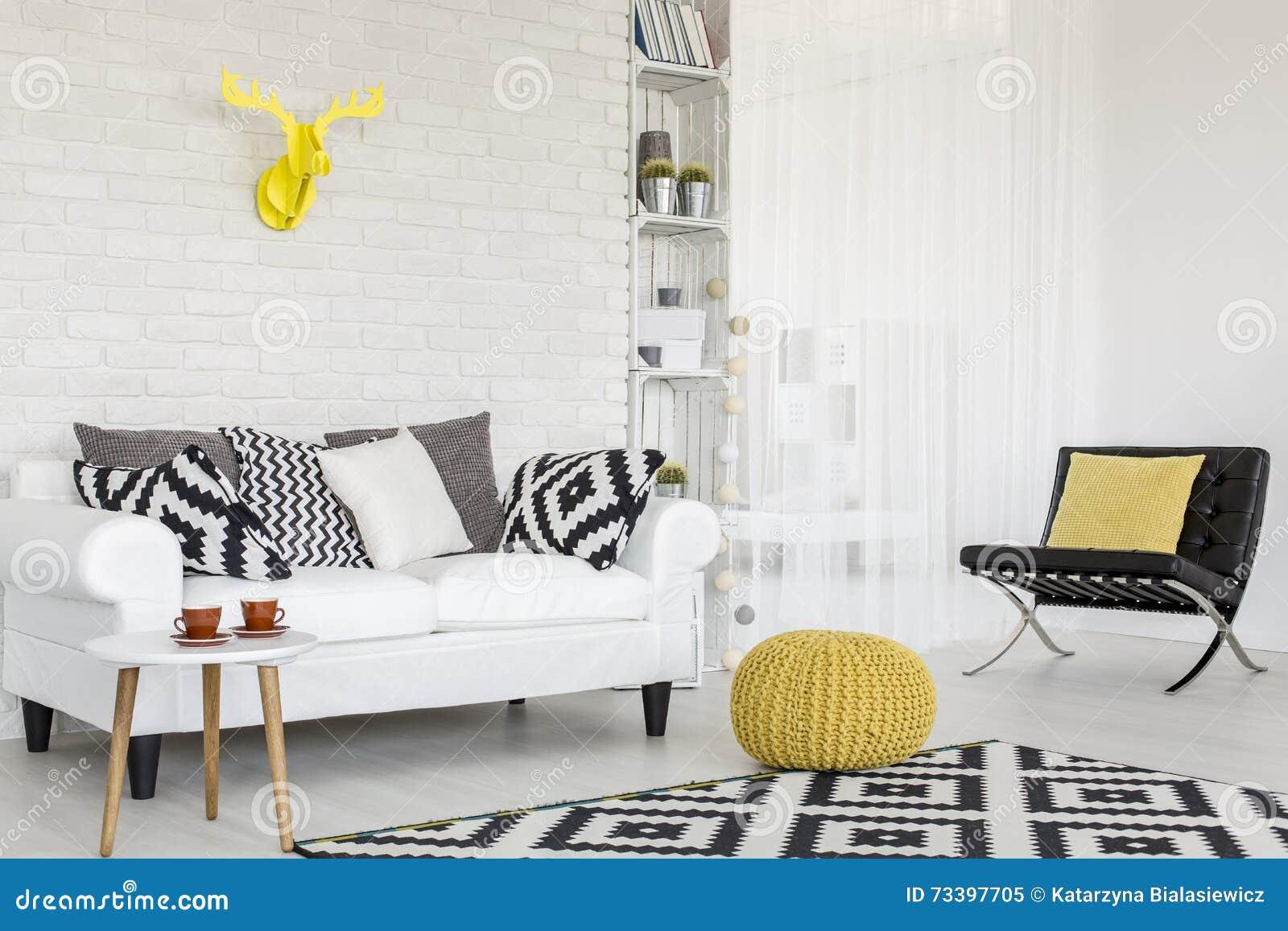 Salon Noir Blanc Jaune ajoutez un certain jaune à noir et blanc image stock - image