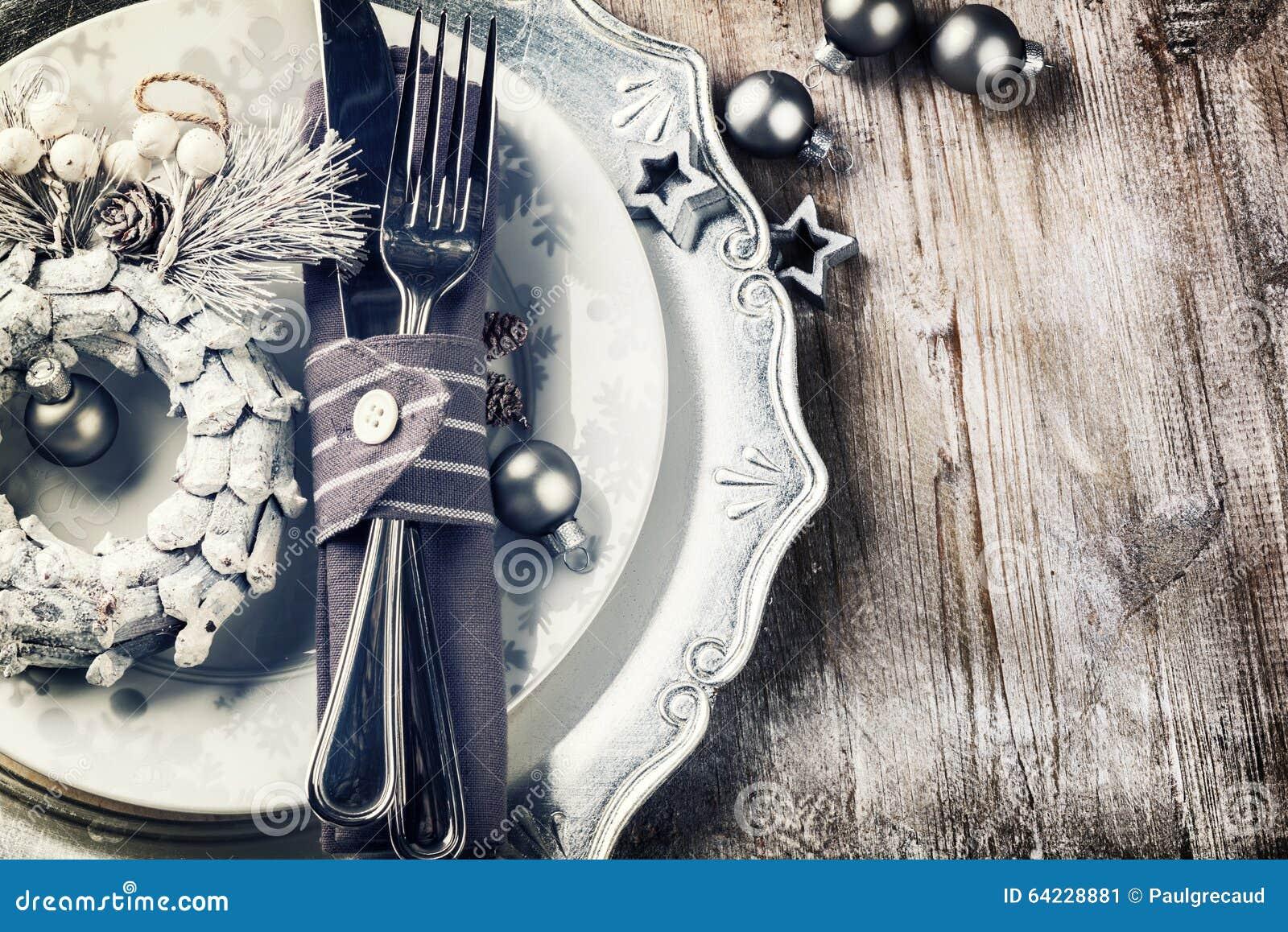 Ajuste da tabela do Natal no tom de prata