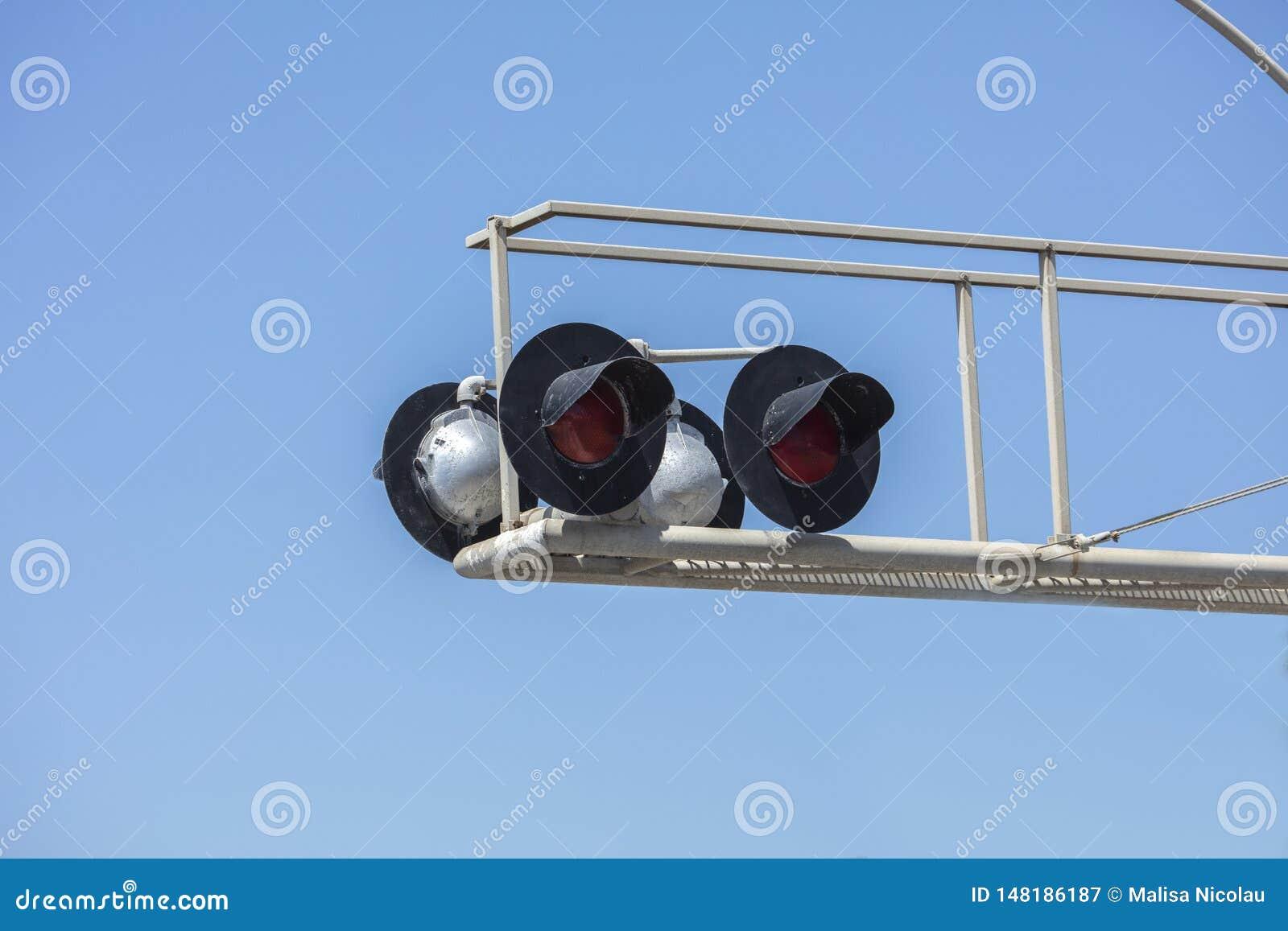 Ajuste de quatro luzes e rampas do cruzamento de estrada de ferro
