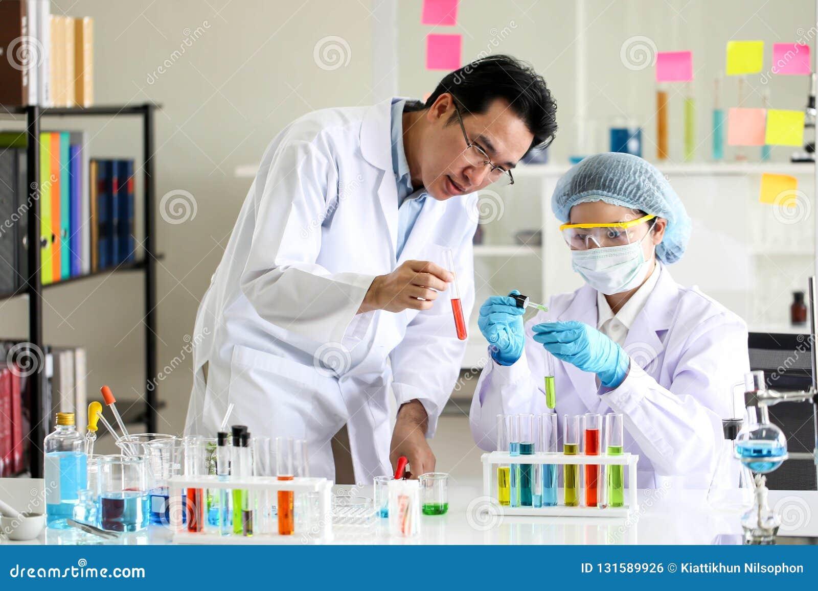 Ajuste do desenvolvimento químico e da farmácia do tubo no conceito da tecnologia do laboratório, da bioquímica e da pesquisa