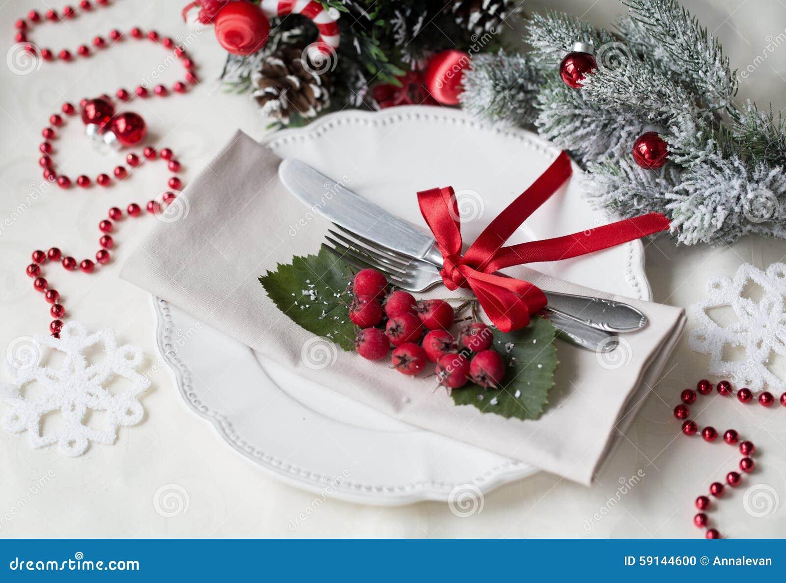Ajuste do Natal e da tabela do feriado do ano novo celebration Ajuste de lugar para o jantar de Natal Decorações do feriado decor