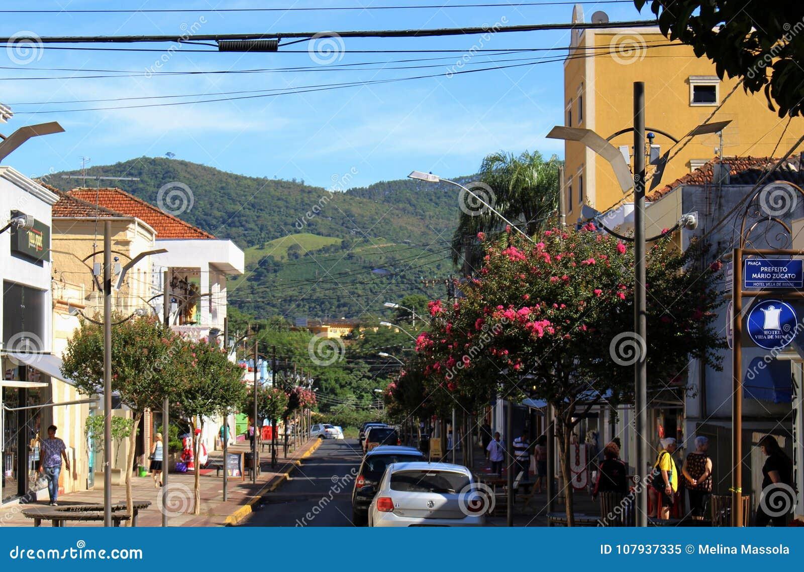 Ajuste en poca ciudad en el Brasil, Monte Siao-MG