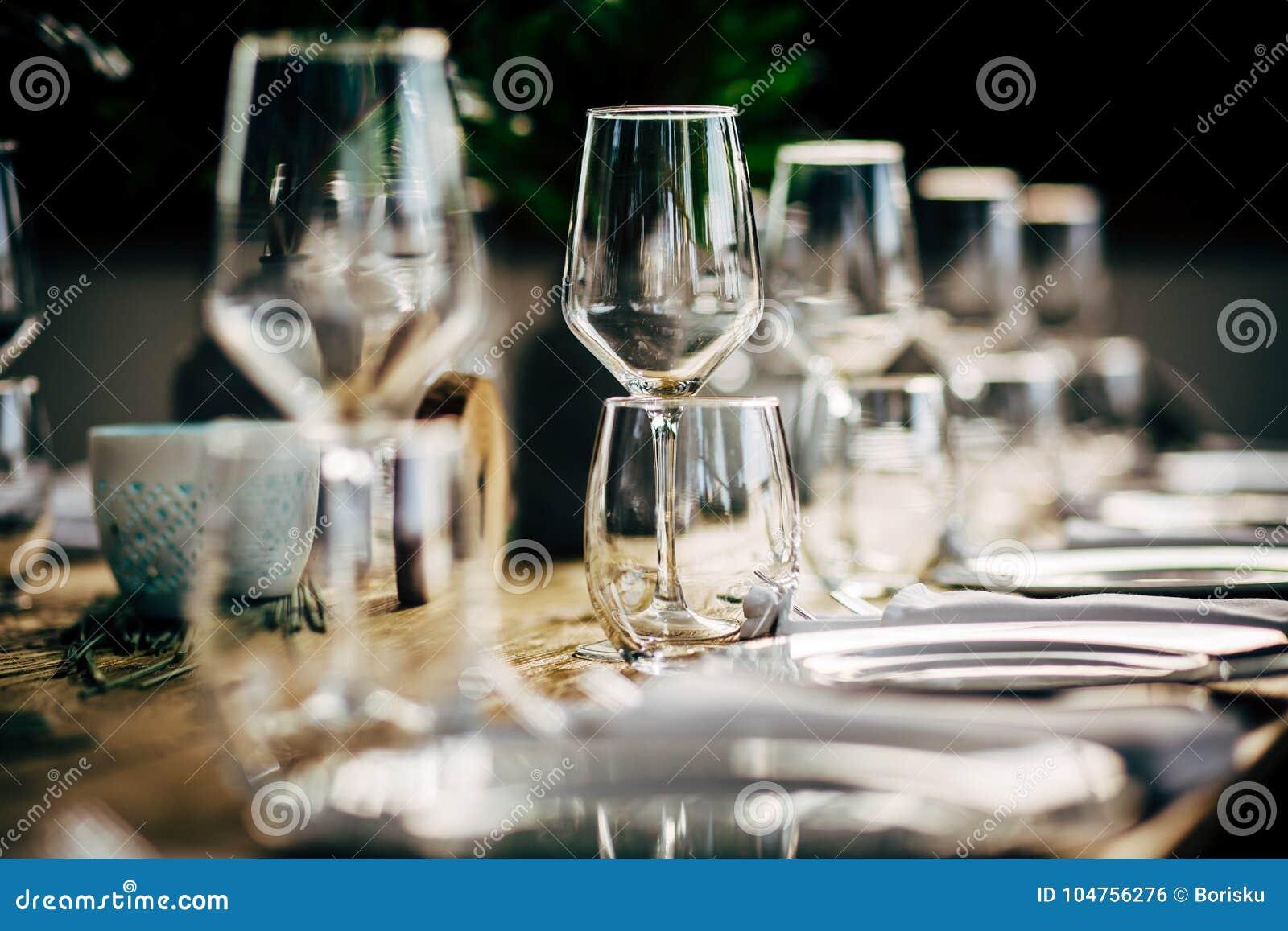 Ajuste luxuoso da tabela para o partido, o Natal, os feriados e os casamentos